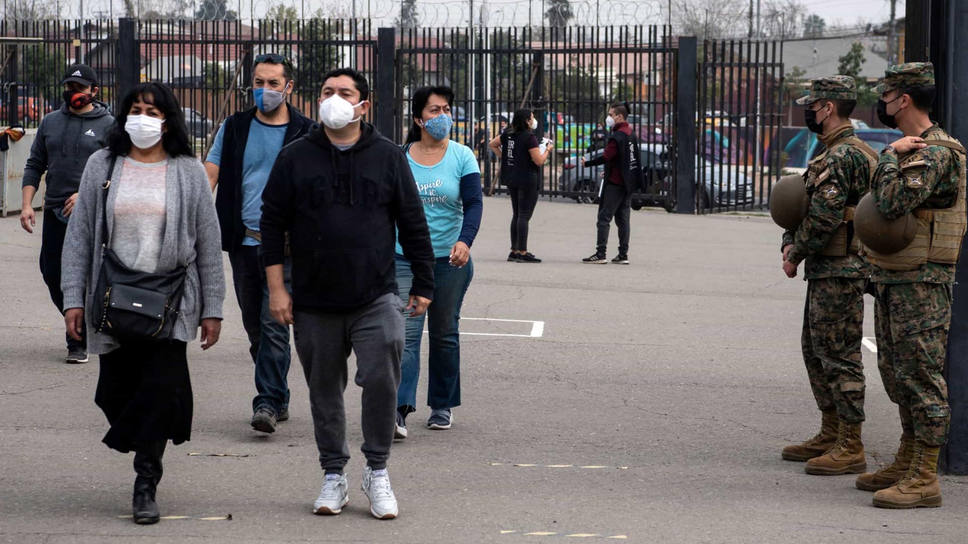 Após onda de protestos, desânimo marca eleição constituinte no Chile