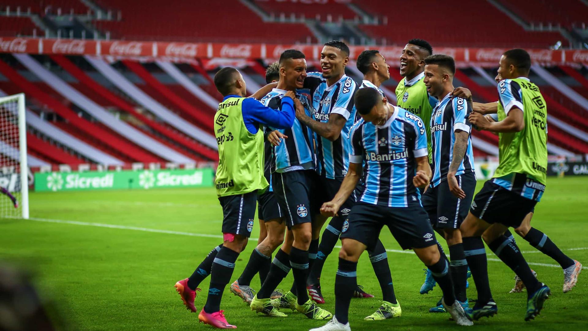 Em busca do tetra, Grêmio vence o Inter de virada e leva vantagem para a Arena