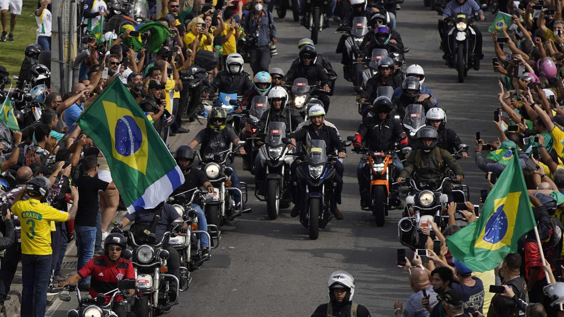 Centenas de motociclistas se concentram para passeio no Rio em apoio a Bolsonaro