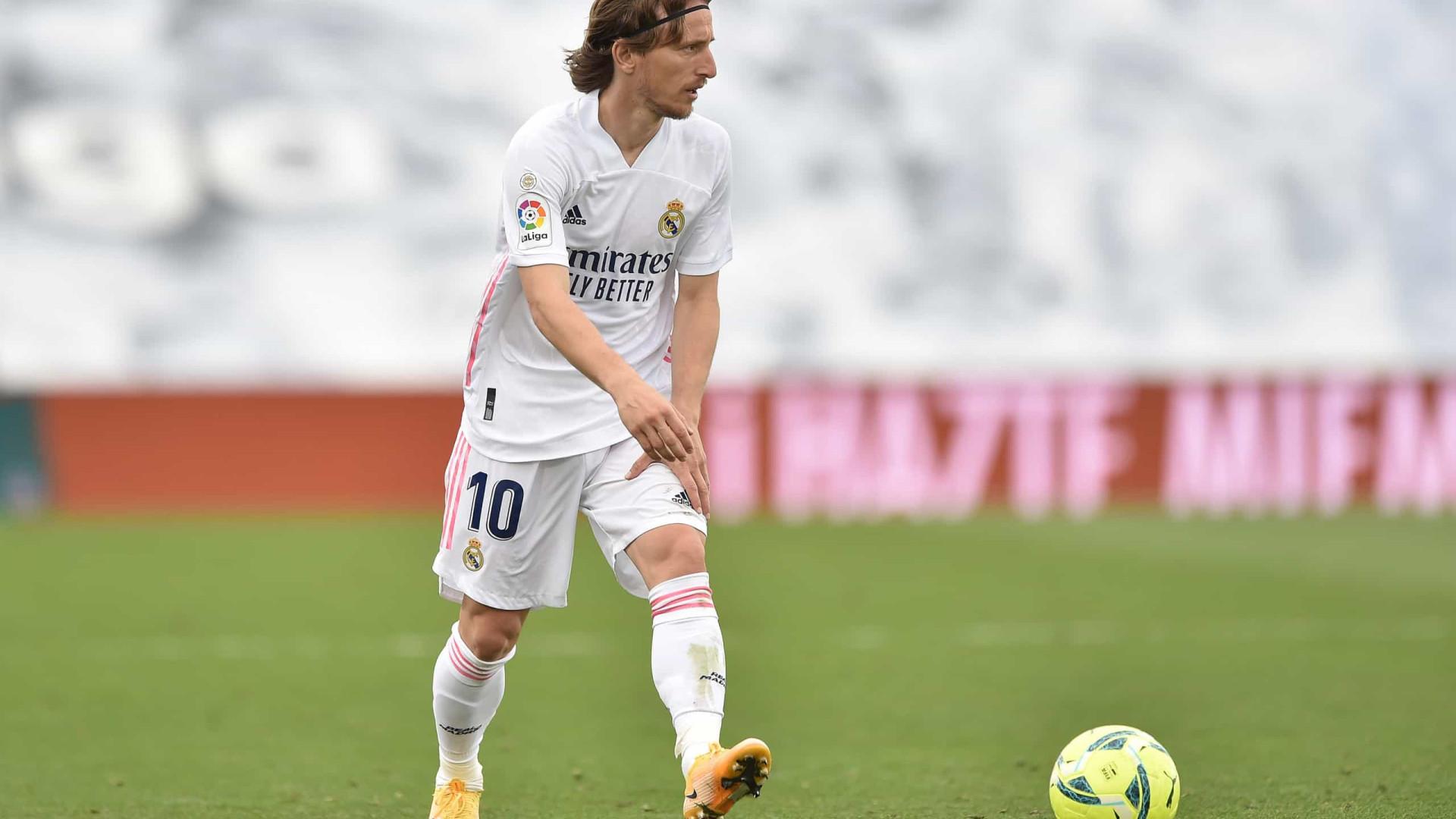 Luka Modric renova contrato com Real Madrid por mais uma temporada