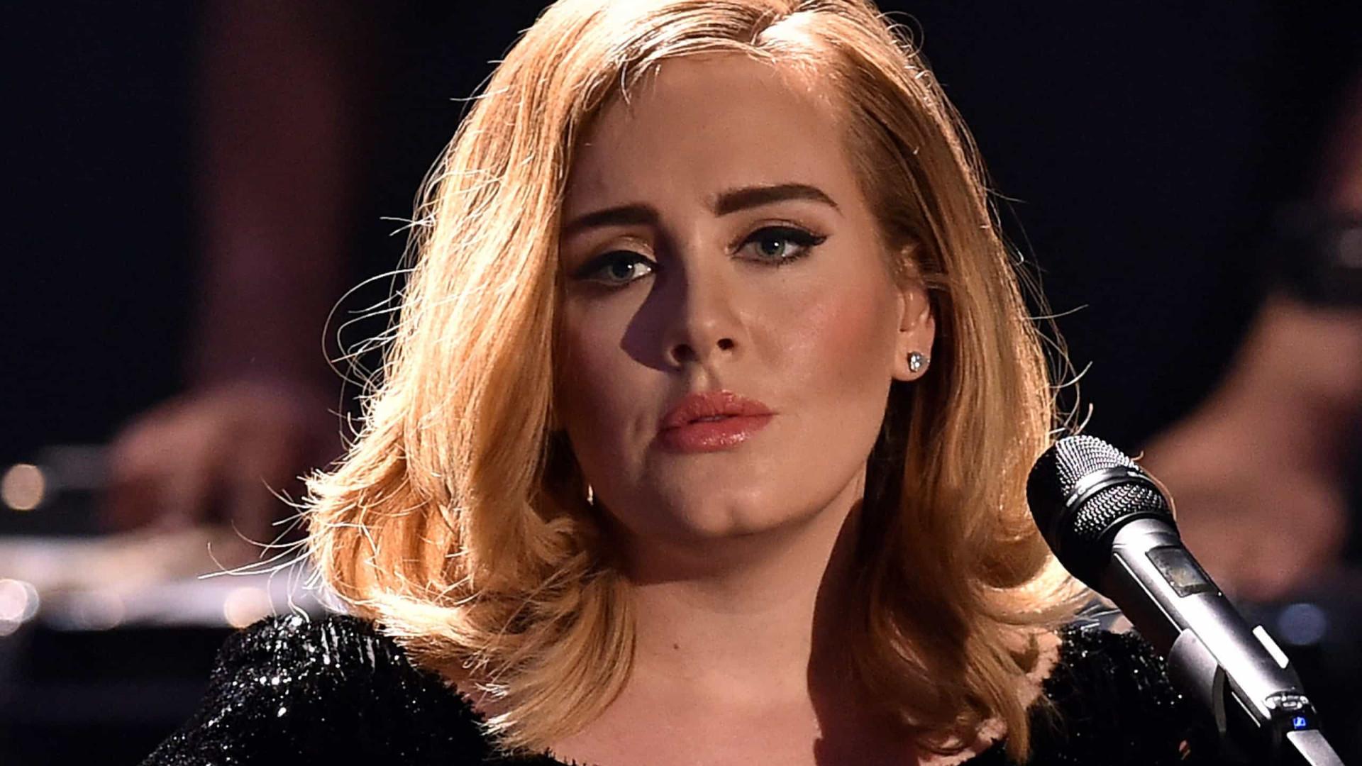 Adele compartilha trecho de nova música nas redes e anima fãs