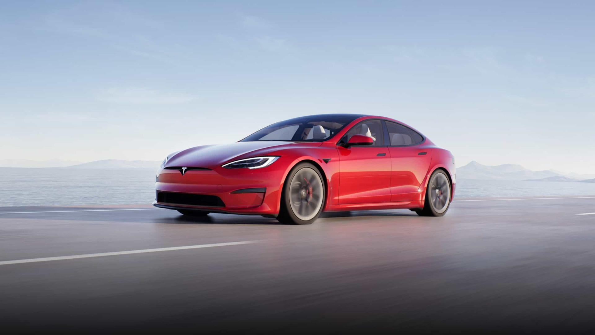 """Elon Musk anuncia que versão Plaid+ do Model S foi """"cancelada"""""""
