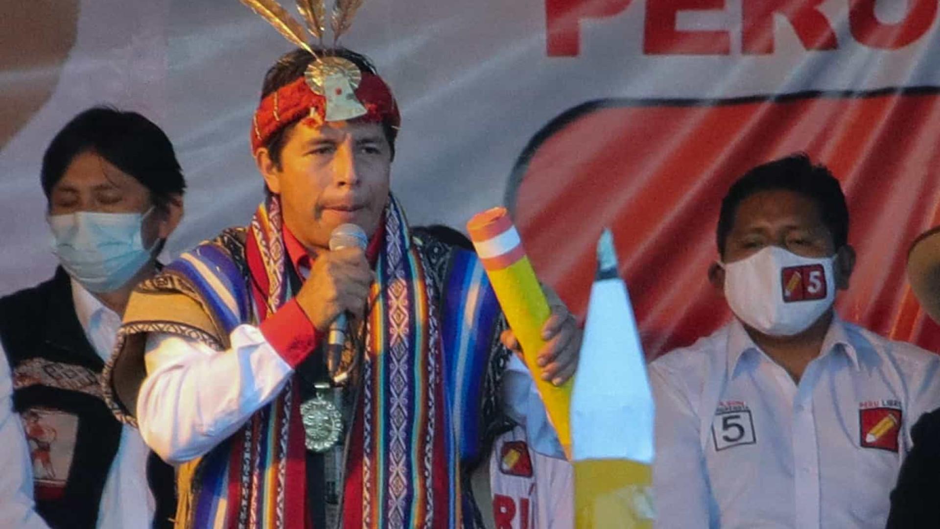 Em virada contra Keiko, Castillo assume liderança em eleições no Peru