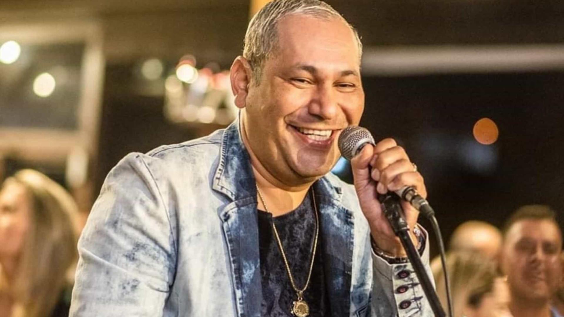 Chrigor, ex-vocalista do Exaltasamba, assume namoro com fã