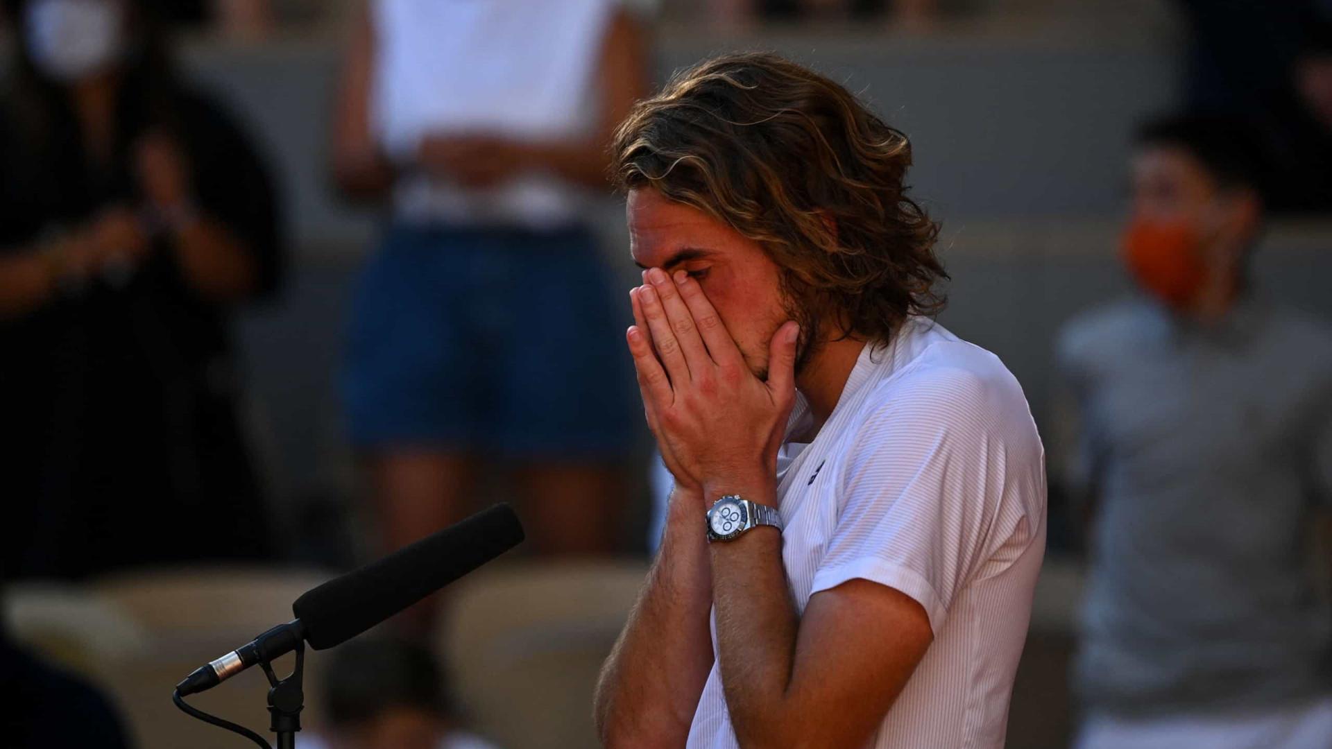 Em grande jogo, Tsitsipas derrota Zverev e vai à final de Roland Garros