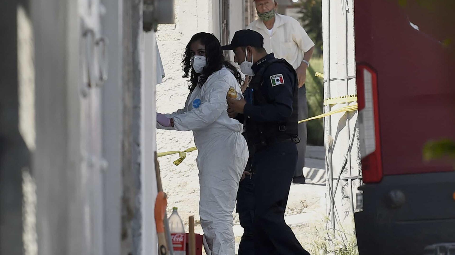 Provas encontradas em casa de assassino em série apontam para 17 vítimas