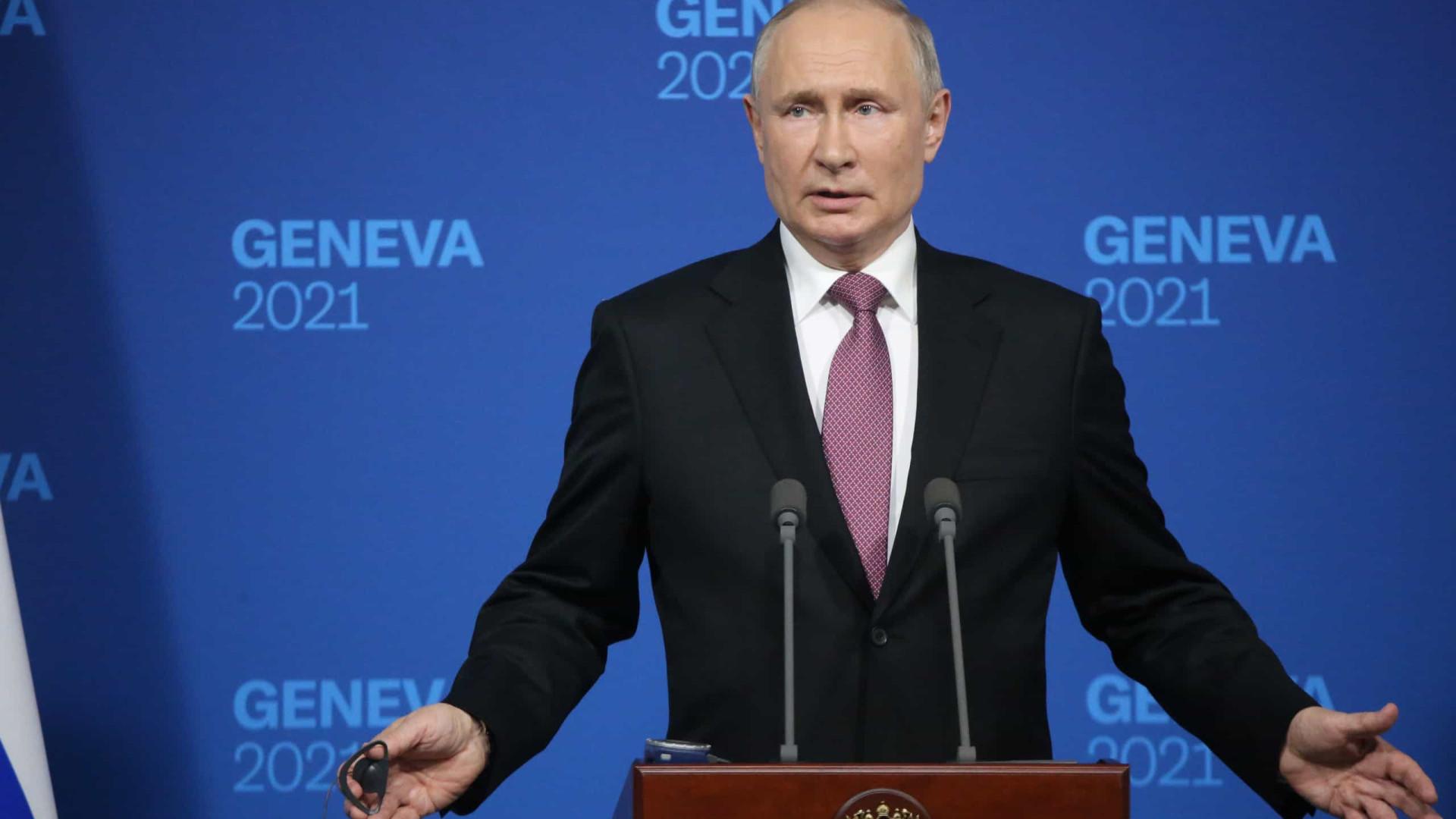 """Vladimir Putin questiona jornalista: """"De que é que tem tanto medo?"""""""
