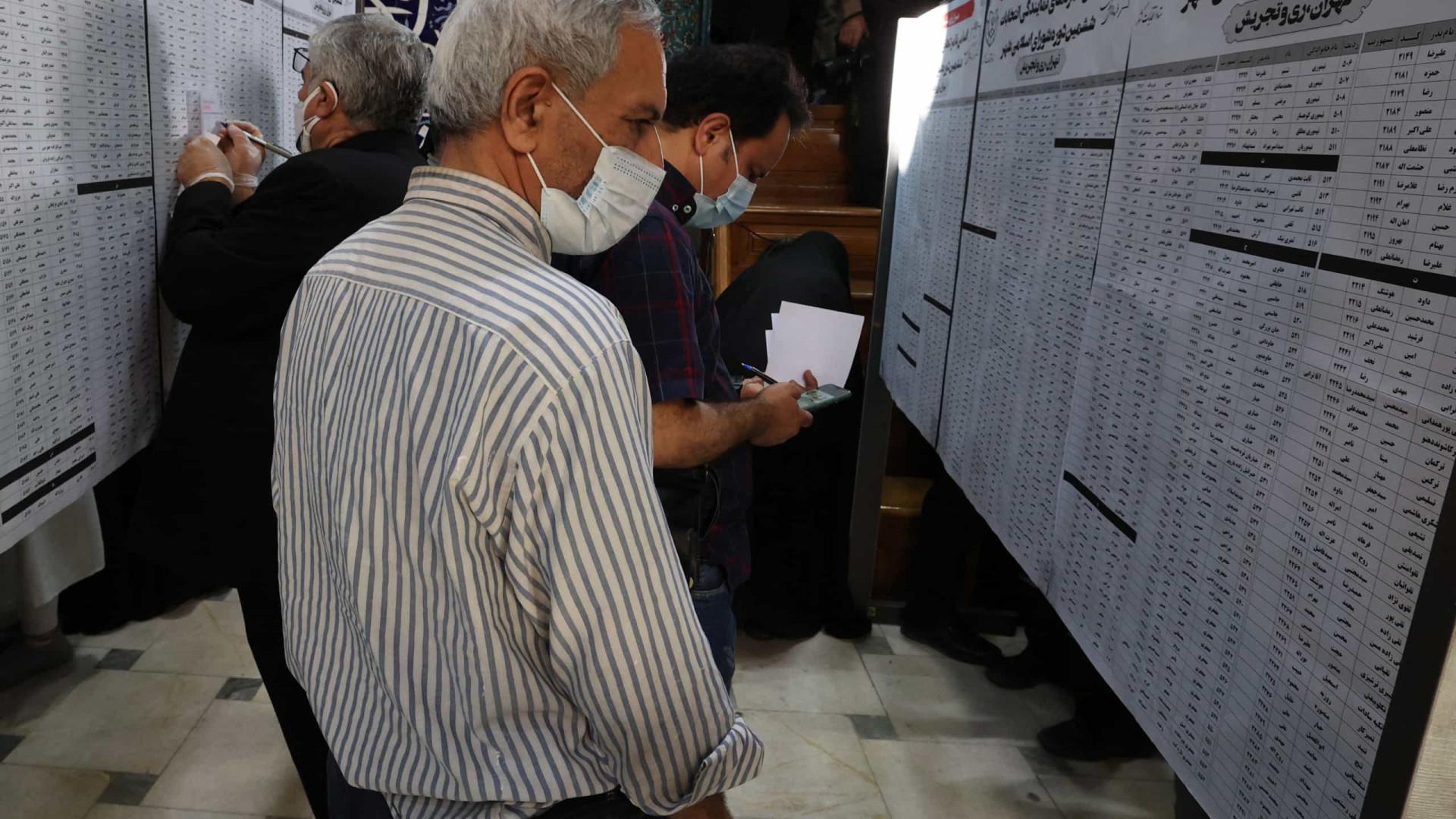 Irã vai às urnas com perspectiva de volta de linha-dura ao poder