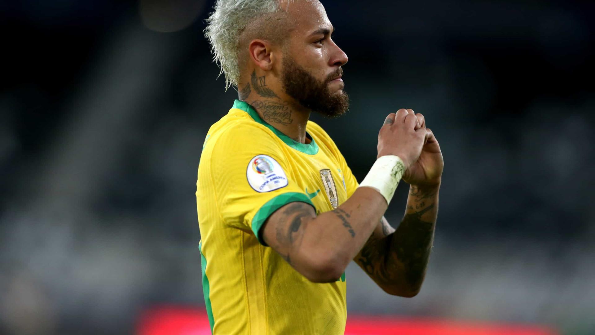 Neymar recorda dificuldades e chora após goleada: 'Passei por muita coisa'