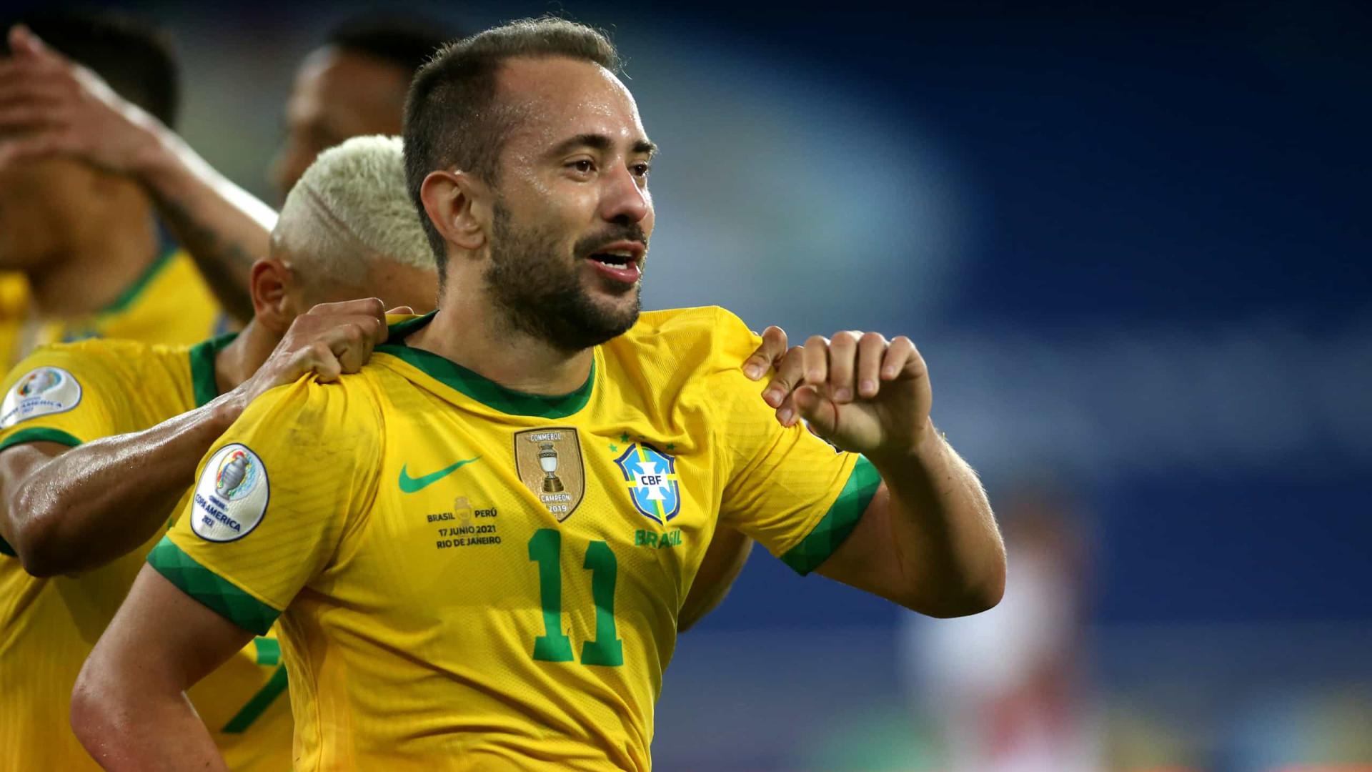 Éverton Ribeiro comemora seu primeiro gol com a seleção: 'No estilo do Brasil'