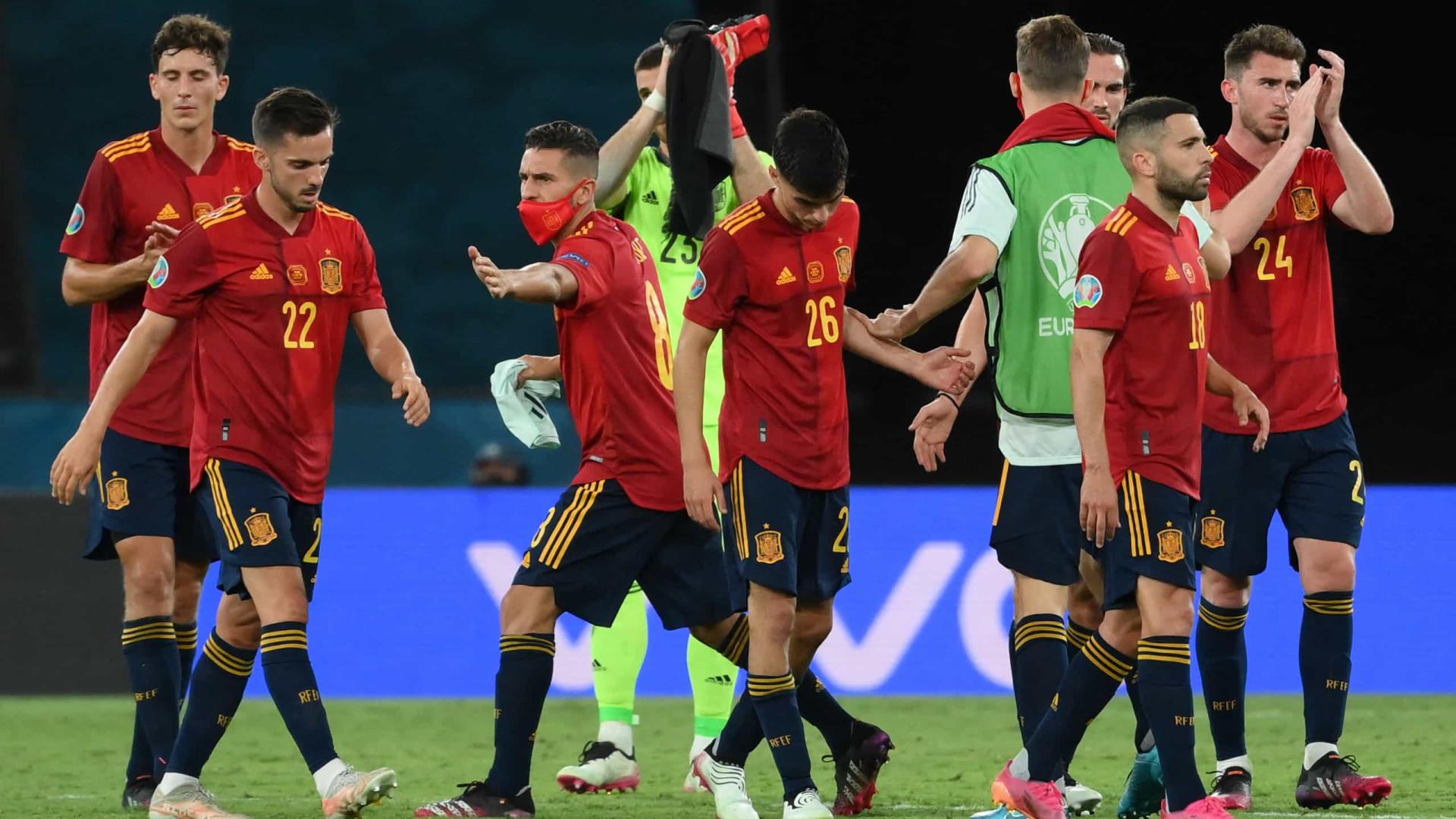 Espanha para no goleiro Szczesny e empata com a Polônia na Eurocopa