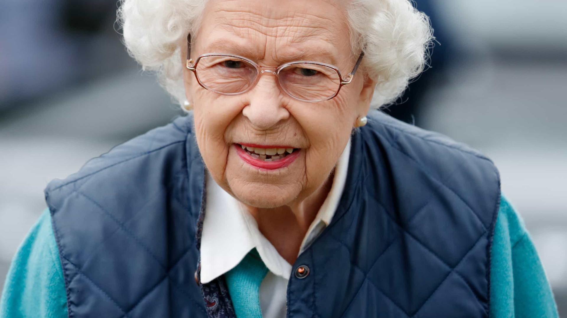 Rainha Elizabeth lança linha de biscoitos para cães