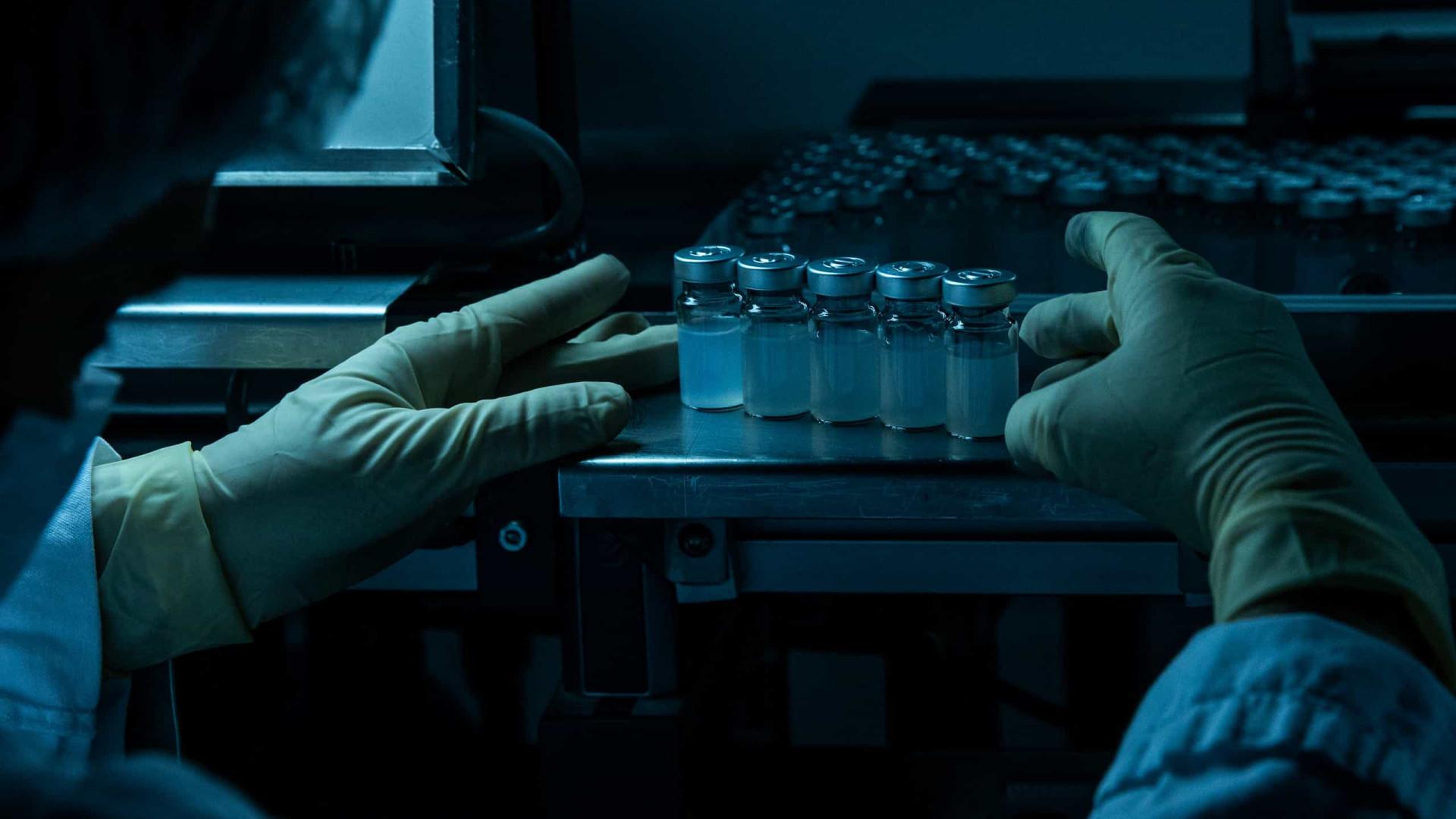 Termo de consentimento para 'mistura' de vacinas não será mais obrigatório