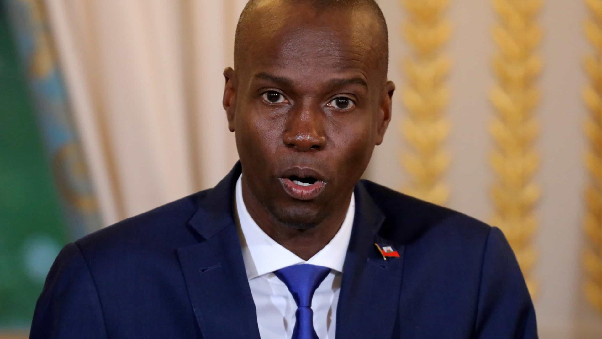 Viúva de presidente do Haiti volta ao país com colete à prova de balas