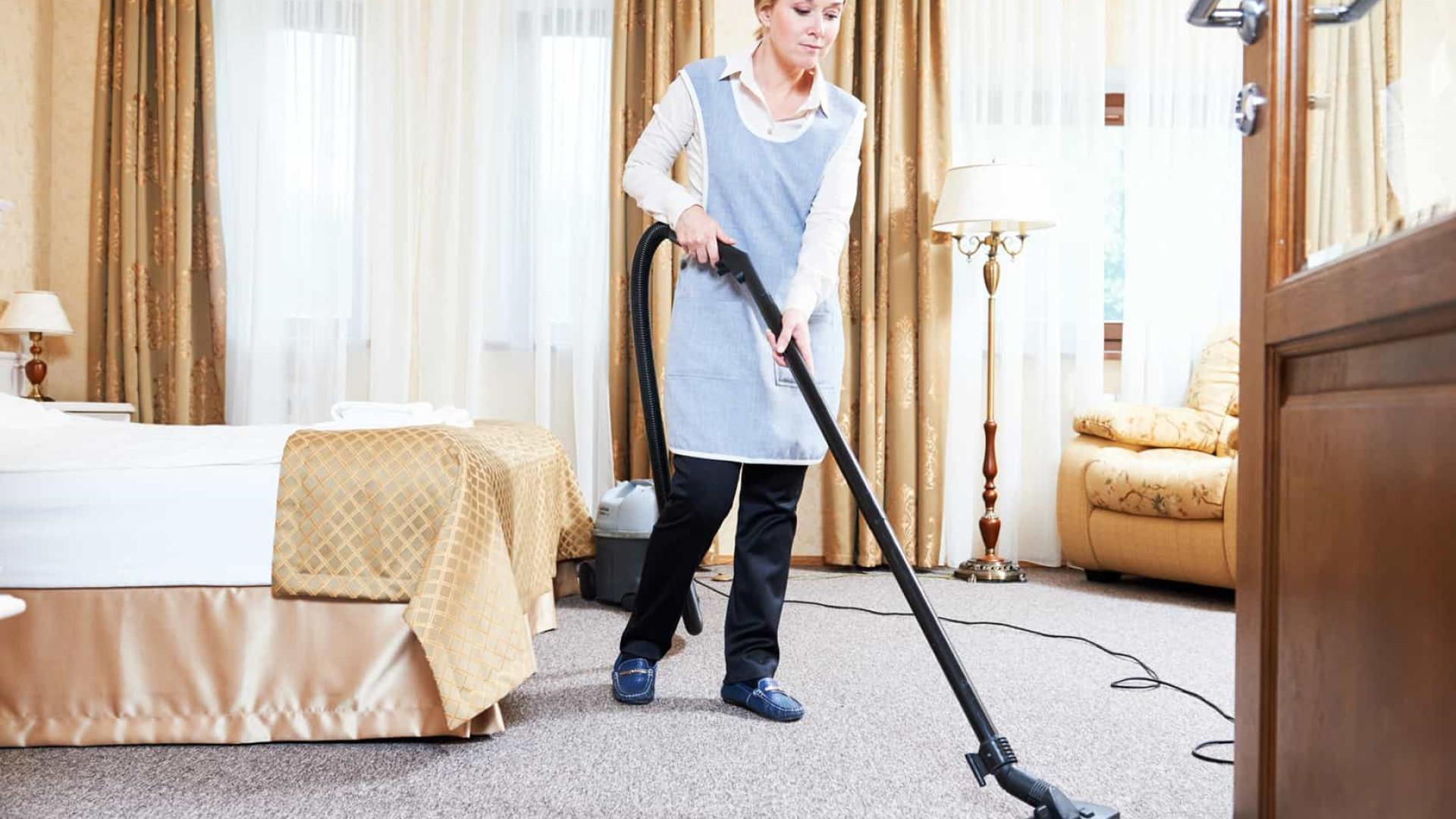 Quer limpar a casa como os anfitriões do Airbnb? Eis os seus truques