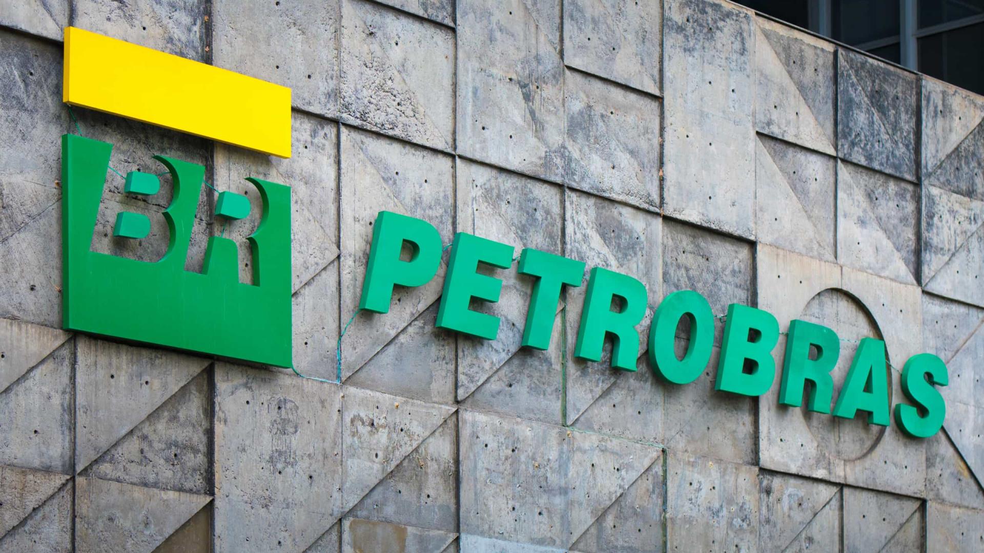 Bolsonaro volta a criticar preços e a cobrar Petrobras sobre valores detalhados