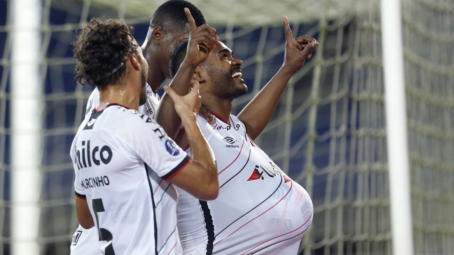 Athletico-PR se apega à campanha impecável em casa para avançar na Sul-Americana