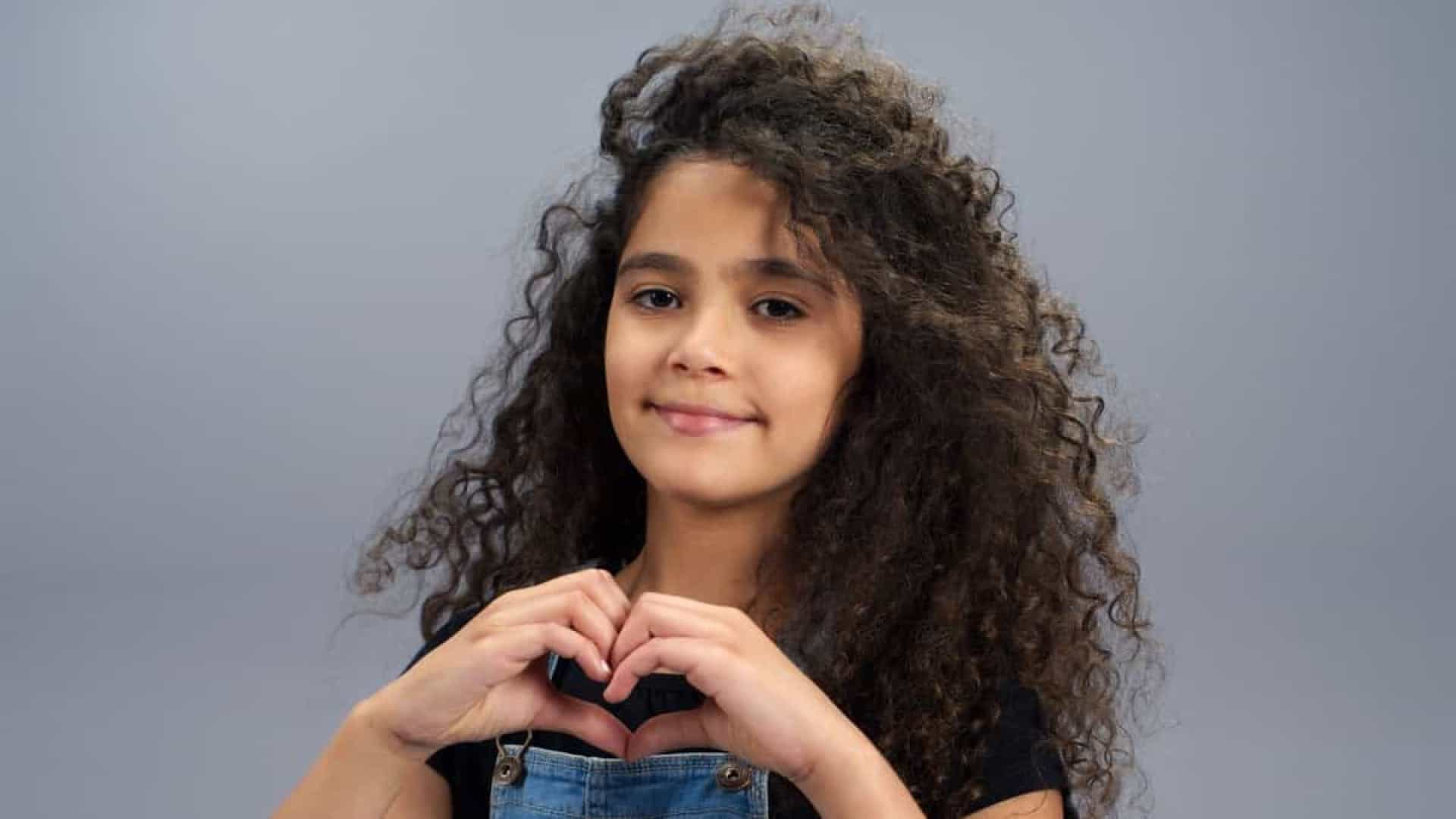 Filha de Mariah Carey estreia como modelo aos dez anos