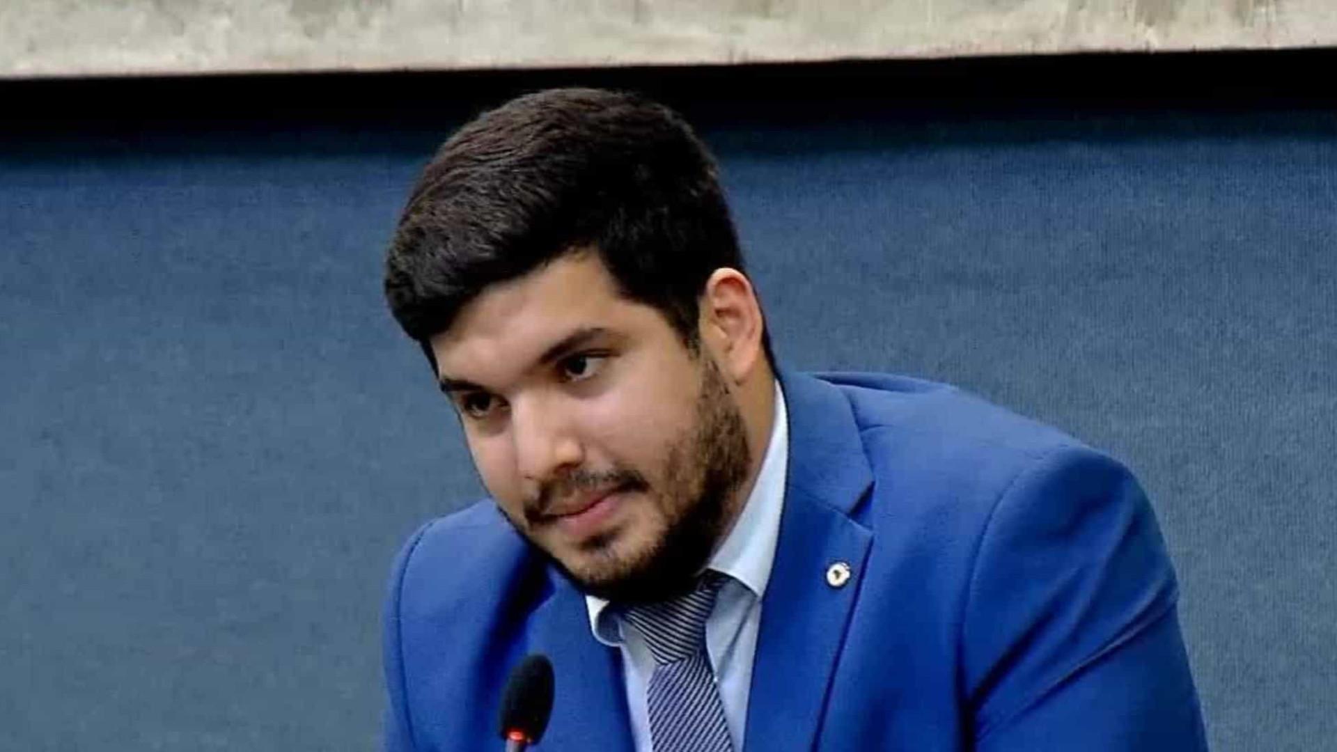 Deputado André Fernandes é condenado por dizer que jornalista 'oferecia sexo'