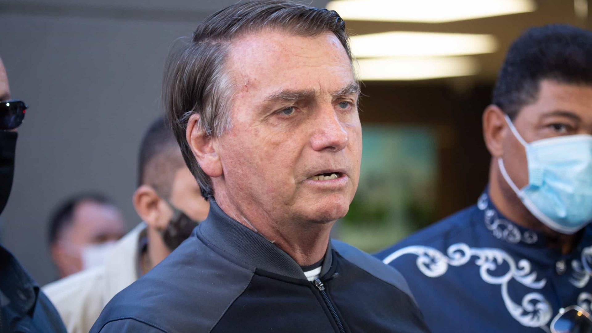 Fragilizado, Bolsonaro prepara mudanças no governo para ceder mais poder ao centrão
