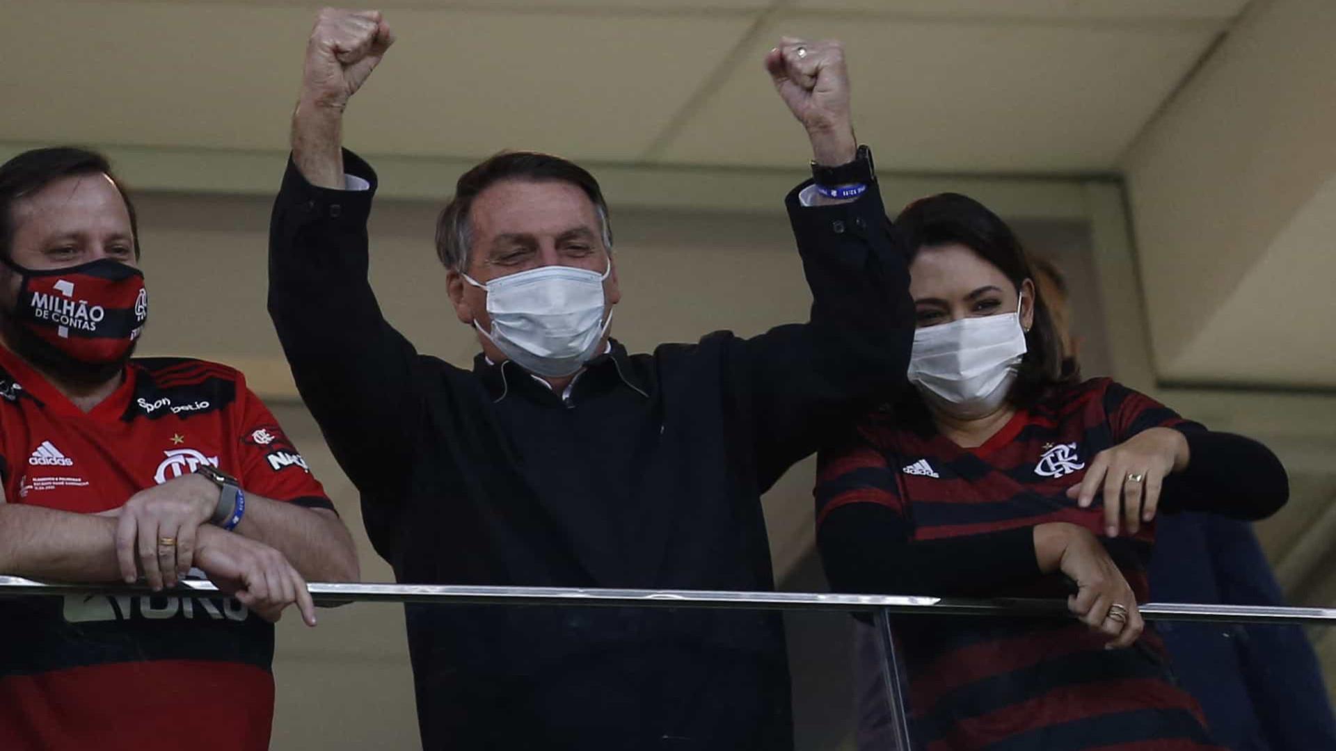 Bolsonaro vai a estádio e vê goleada do Flamengo em Brasília