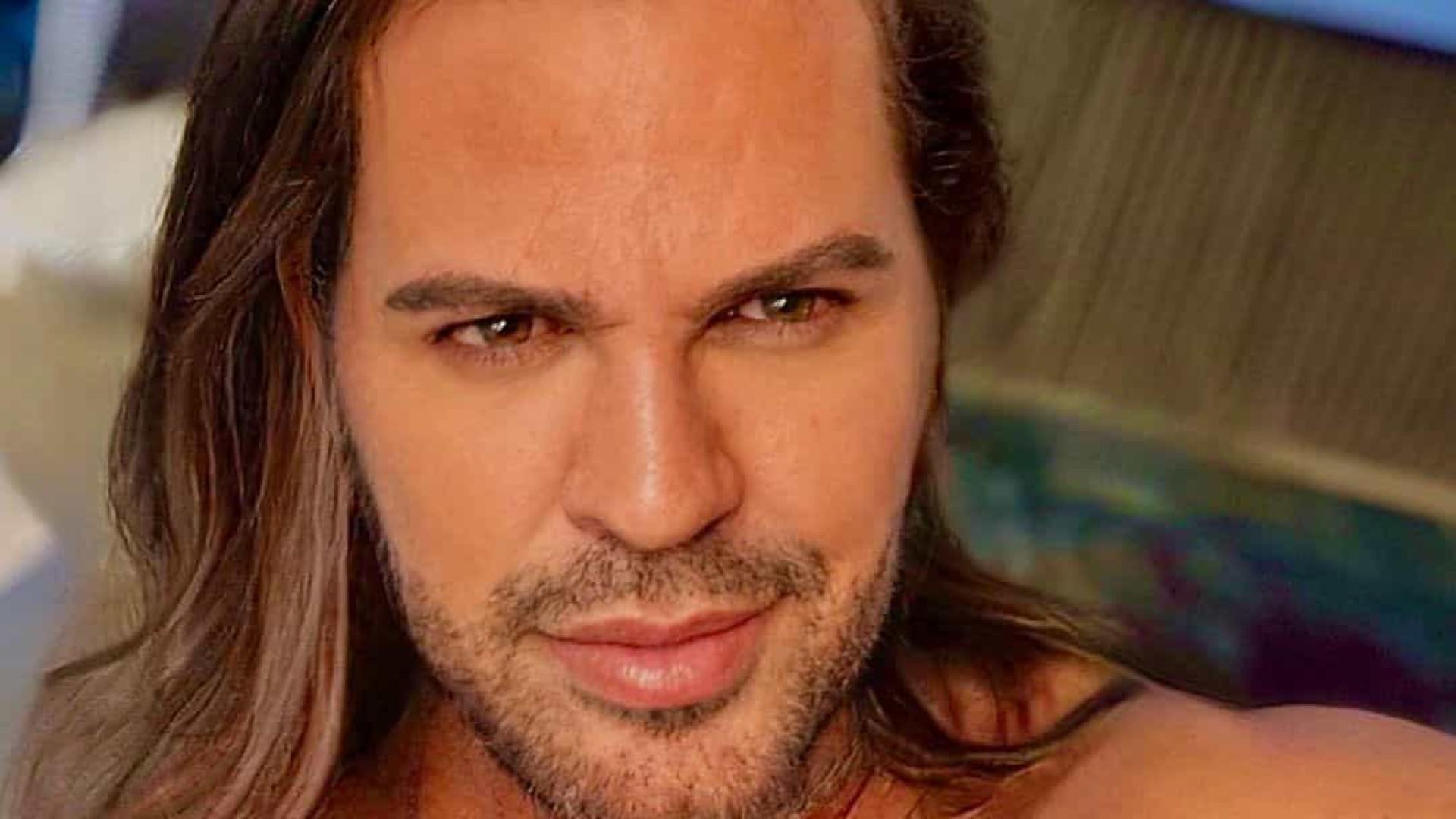 Eduardo Costa causa polêmica ao dizer que se considera 'semi-gay'
