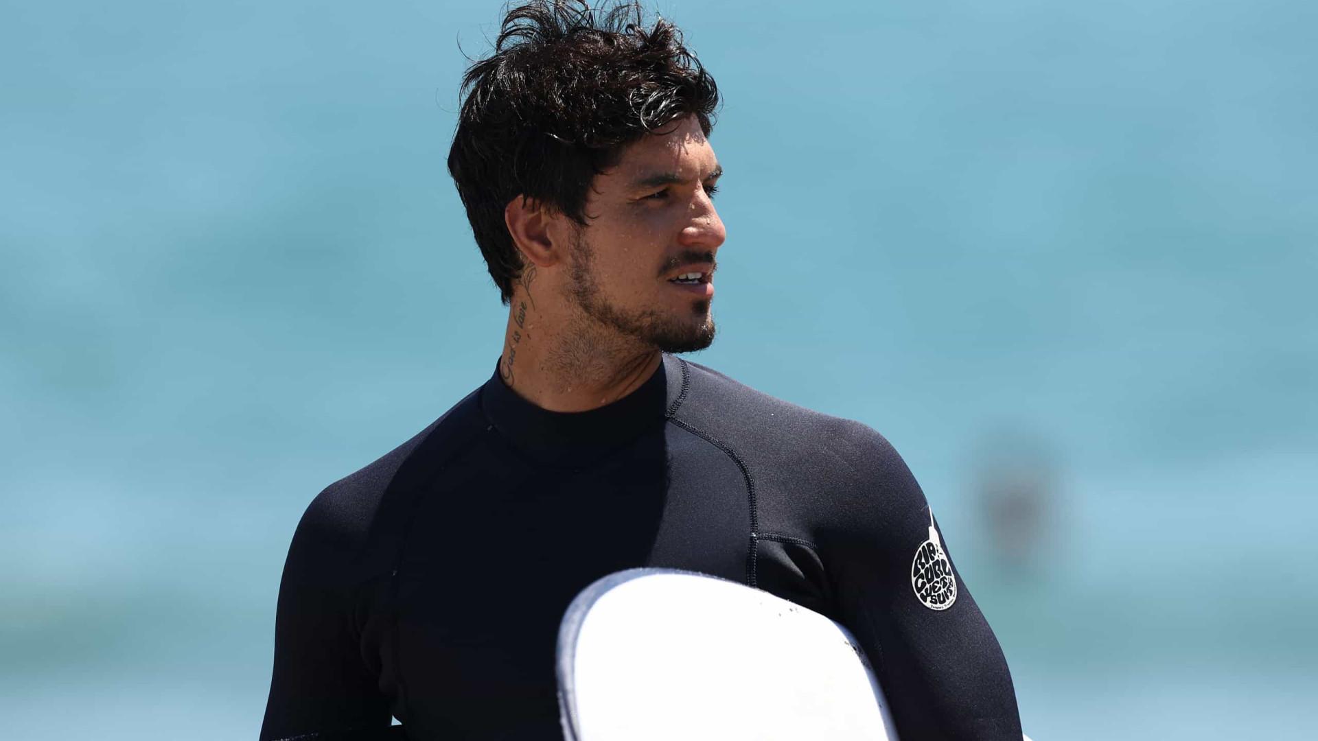 Medina é tricampeão mundial de surfe após ano de polêmicas e decepções