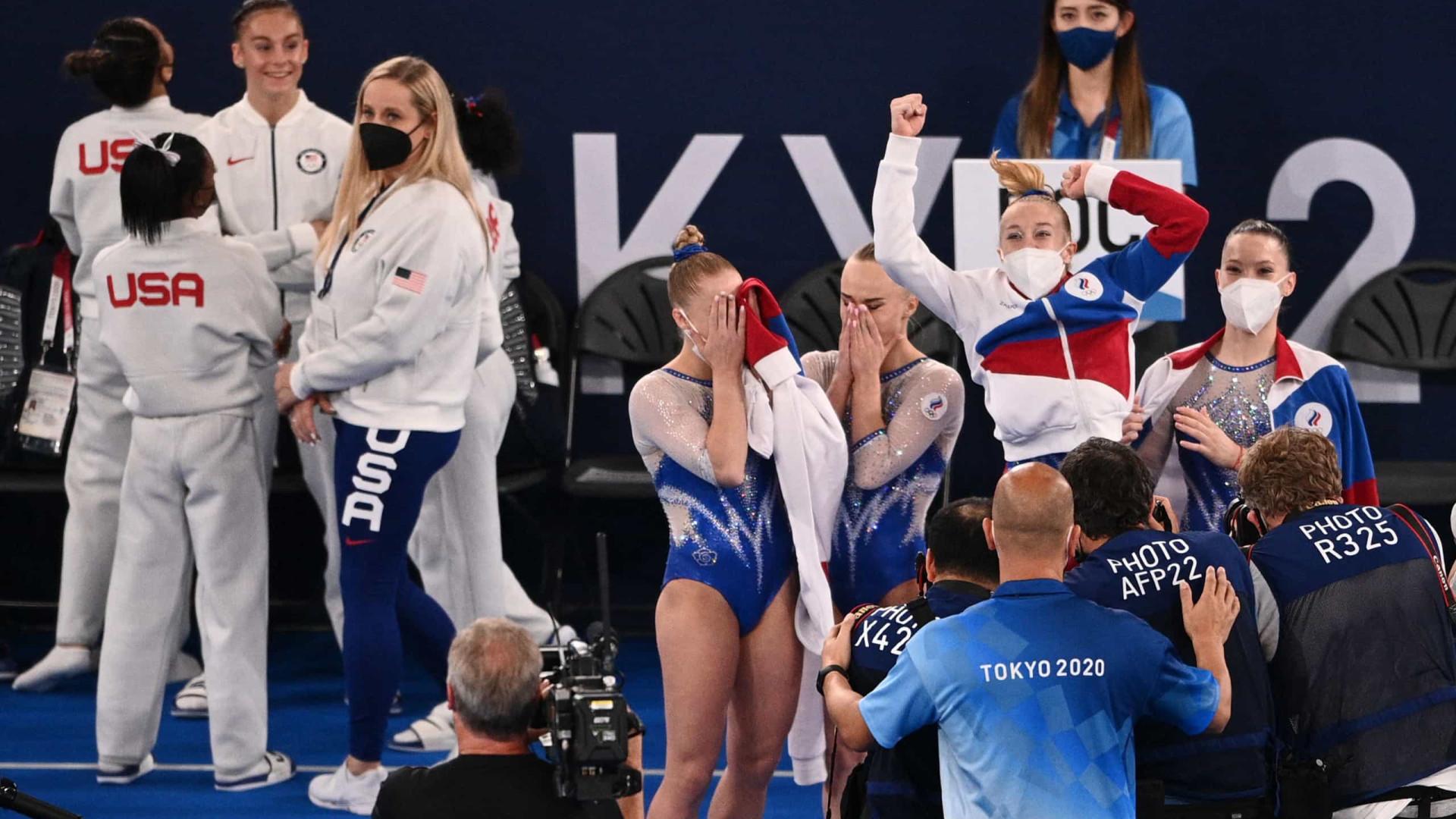 Time da Rússia ganha o ouro por equipes na ginástica após desistência de Biles
