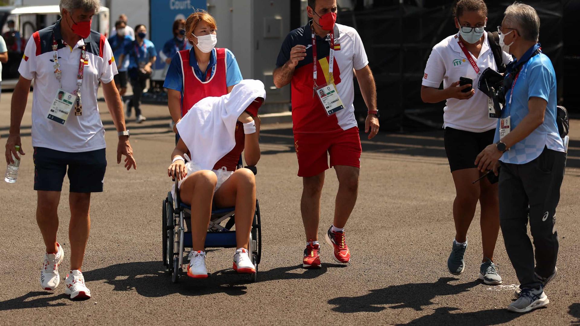 Calor derruba tenistas em Tóquio; espanhola passa mal e abandona jogo das quartas