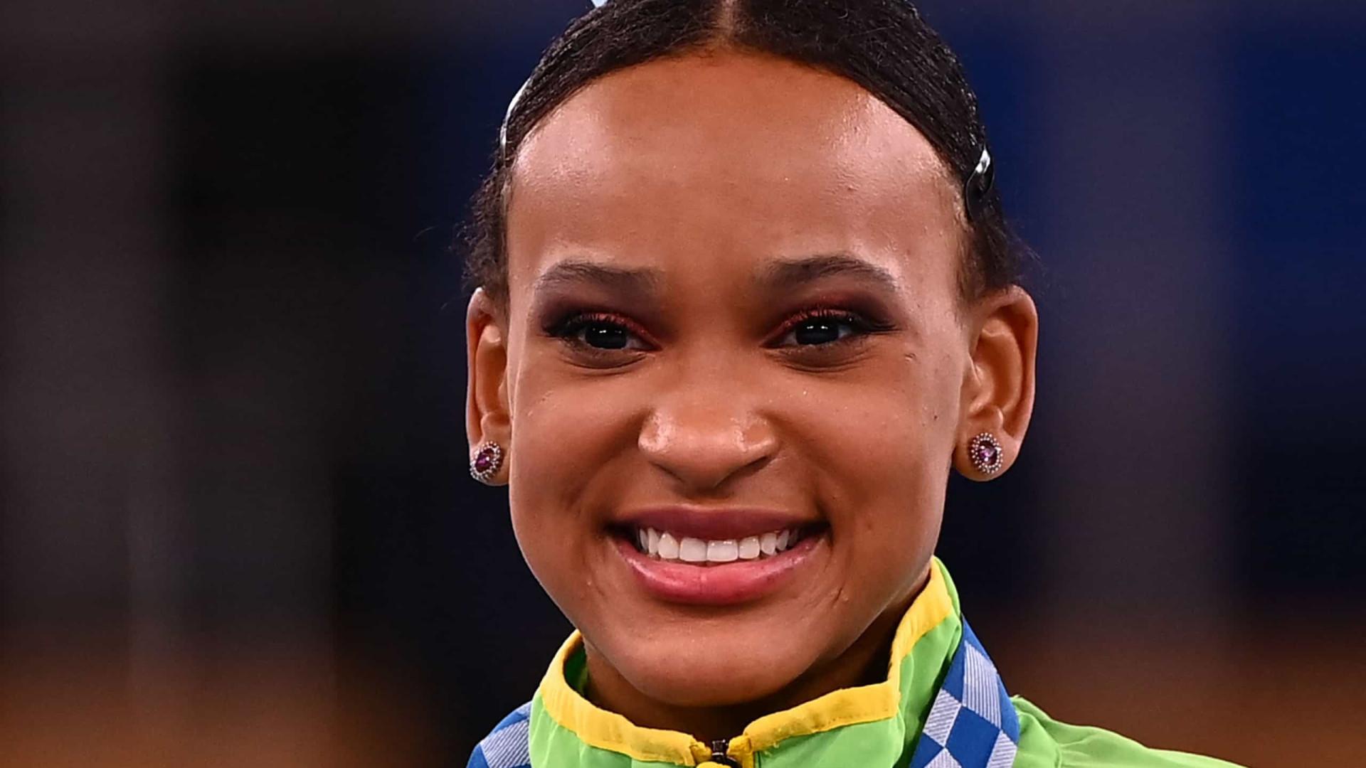 'Meu foco não é a medalha, é fazer boas apresentações', diz Rebeca Andrade após o ouro