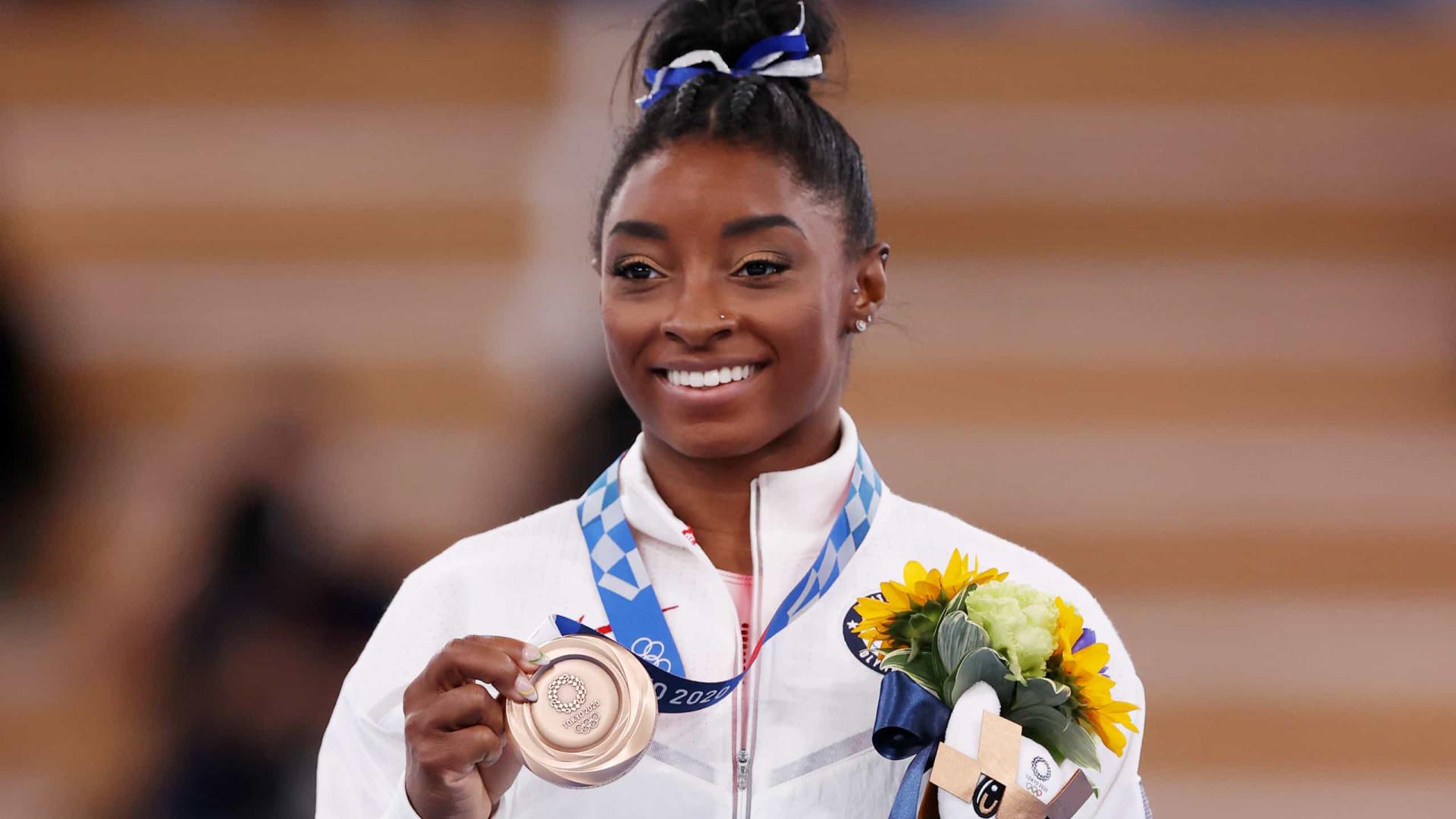 Simone Biles fica com o bronze na trave; chinesa leva o ouro
