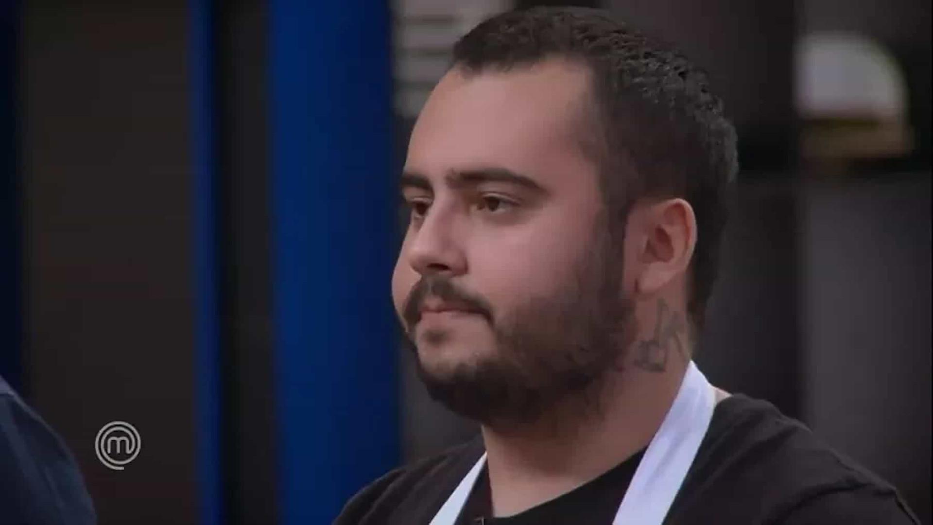 Antônio é eliminado do Masterchef ao errar em receita inspirada no pai de Fogaça