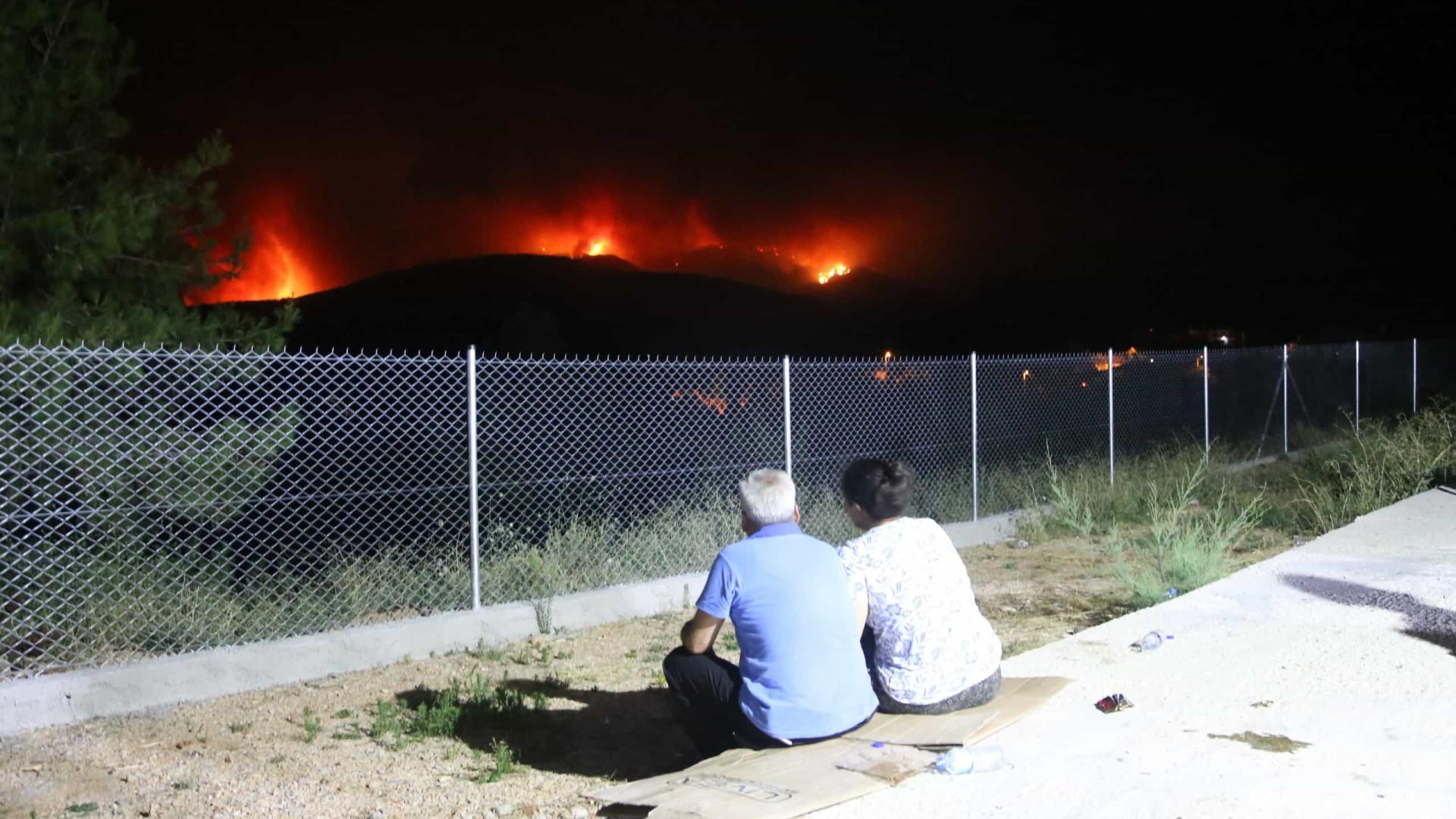 Erdogan fala em piores incêndios florestais da Turquia, e número de mortos sobe para 8