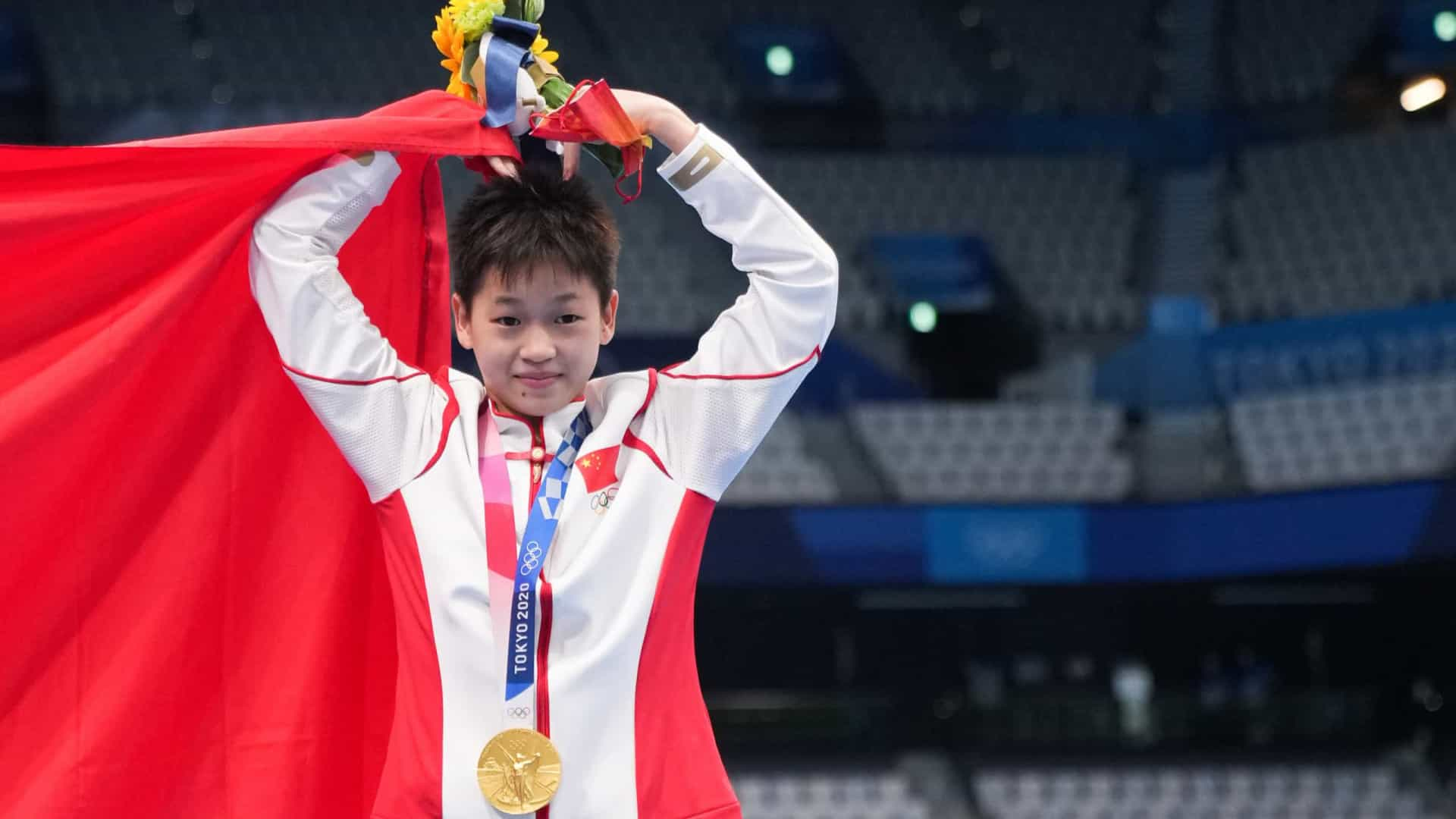 Chinesa de 14 anos fatura o ouro nos saltos ornamentais com 24 notas 10