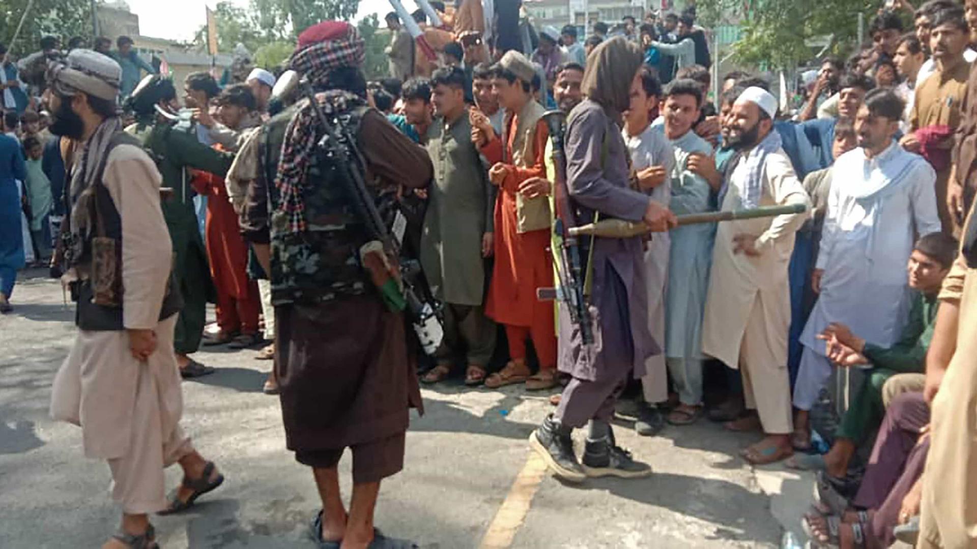 Taleban toma Cabul e volta ao poder no Afeganistão após 20 anos