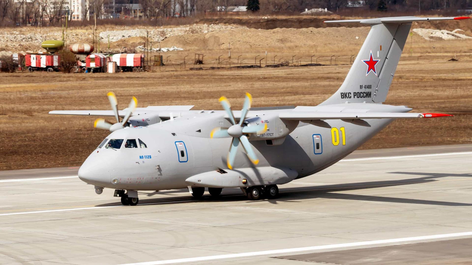 Aposta de Putin, novo avião de transporte pega fogo, cai e mata 3