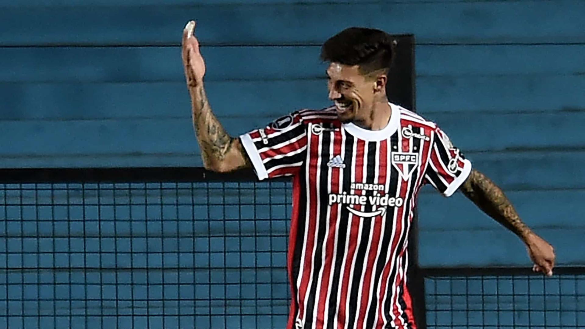 Rigoni inicia tratamento de lesão e é dúvida no São Paulo para jogo contra Ceará