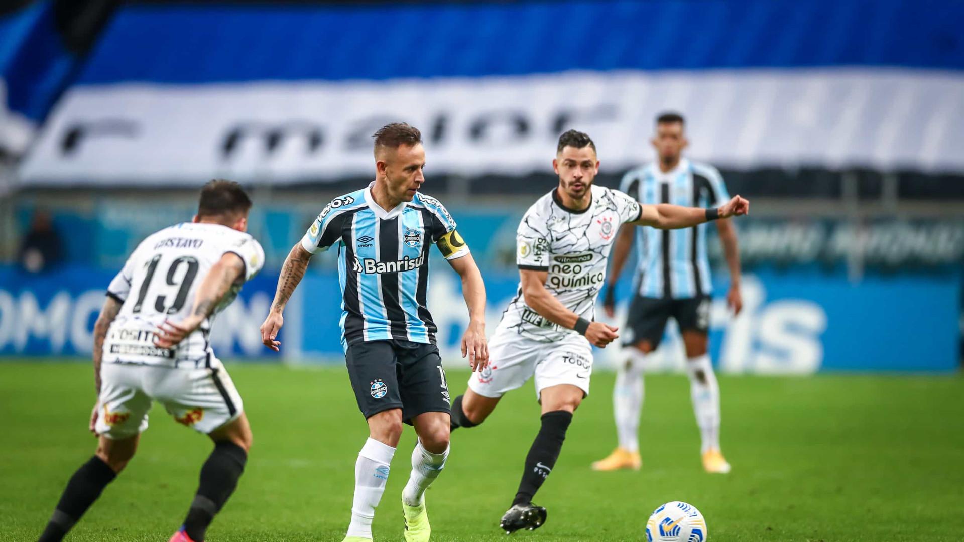 Corinthians vence com gol de Jô e mantém Grêmio na zona de rebaixamento
