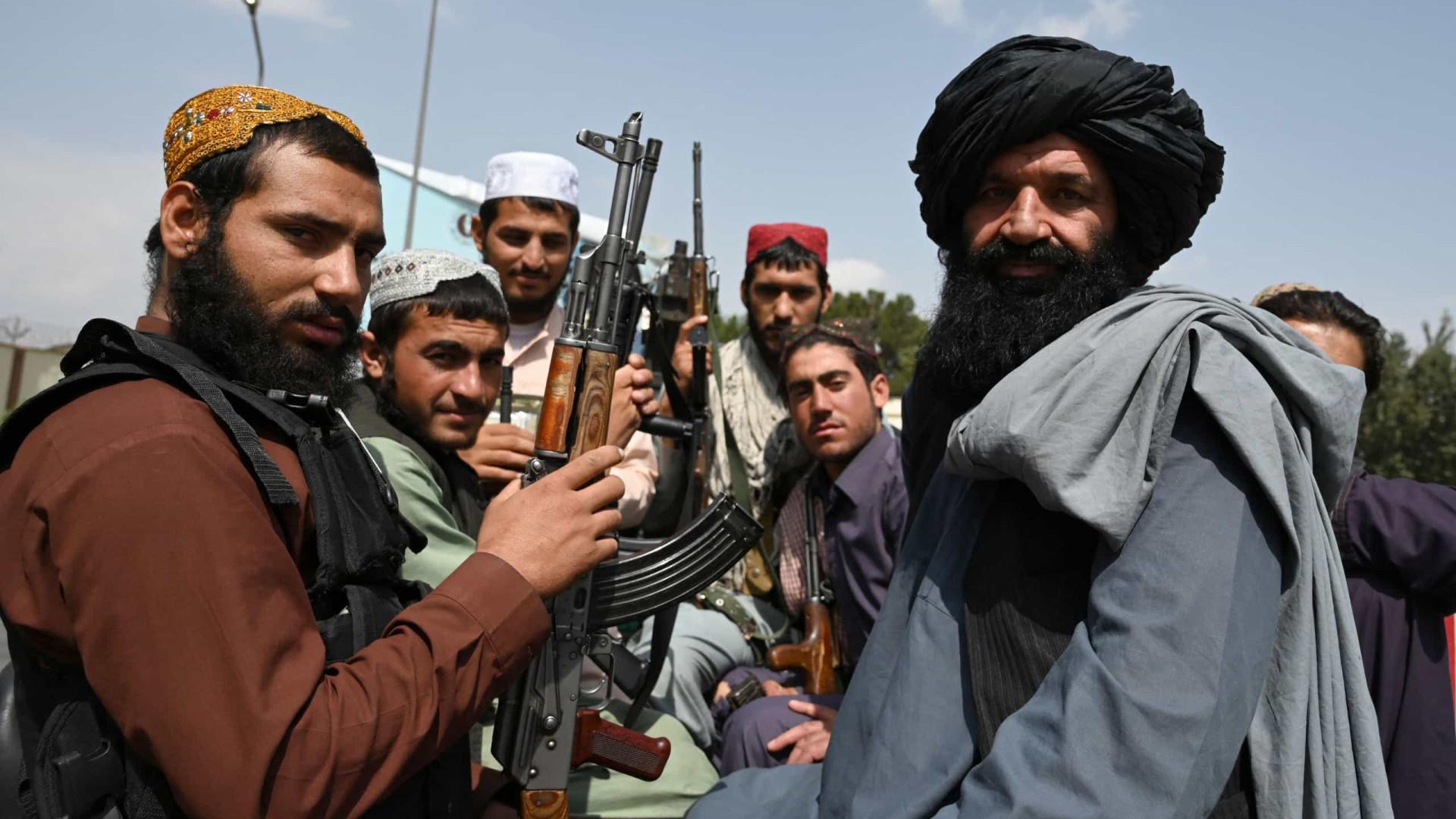 """""""Necessário para segurança"""". Talibãs vão praticar execuções e amputações"""