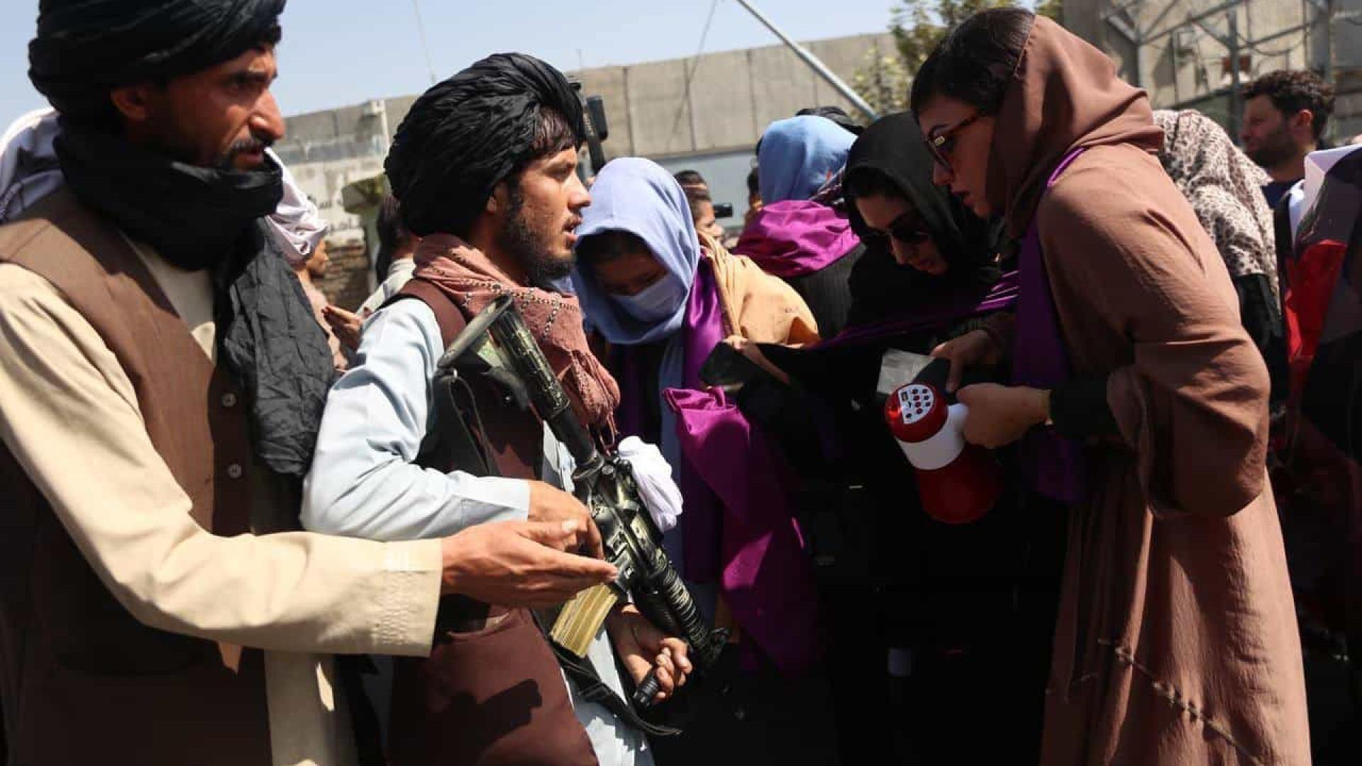 Talibã vai adotar Constituição do tempo do rei até escrever nova Carta