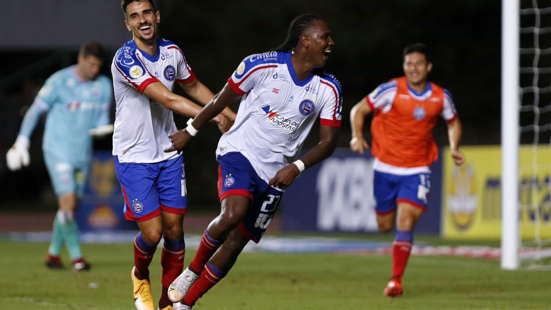 Rodallega marca 4 gols, Bahia derrota Fortaleza em casa e afasta crise