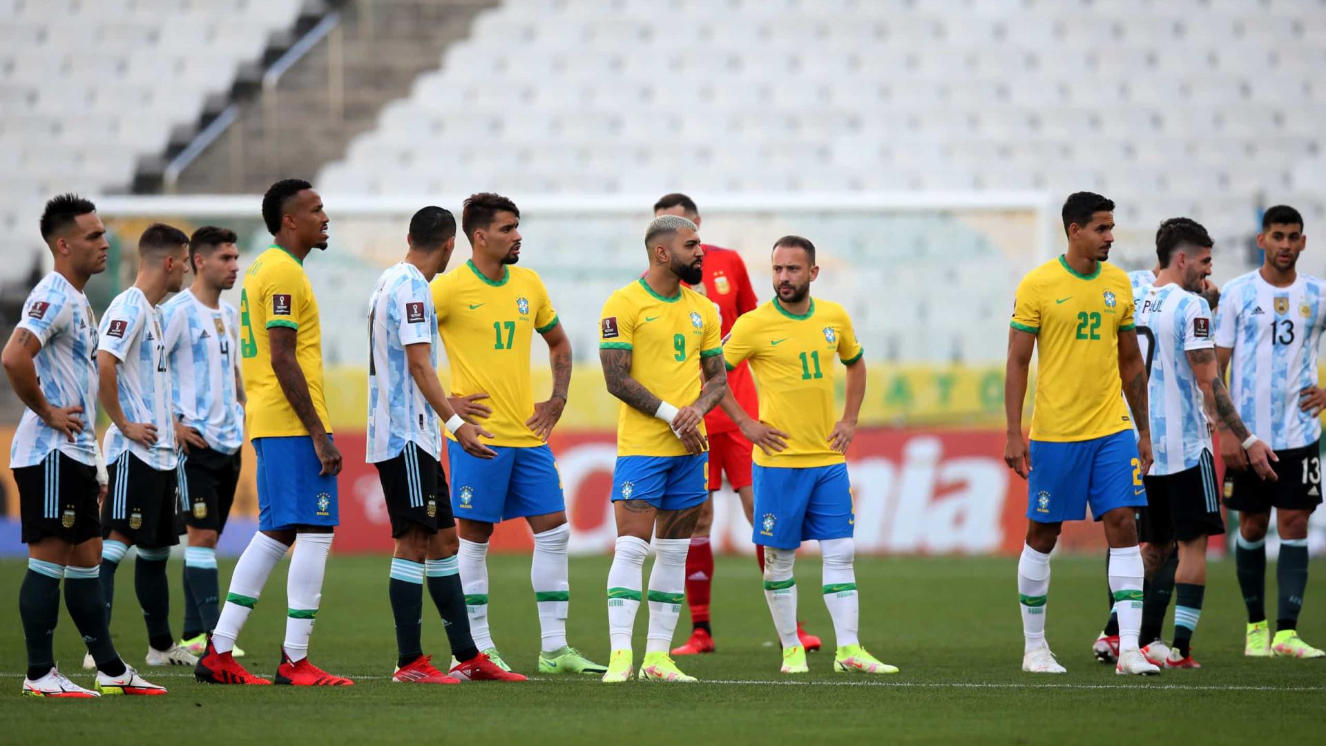 Agentes da Anvisa entram em campo, e Brasil x Argentina é suspenso