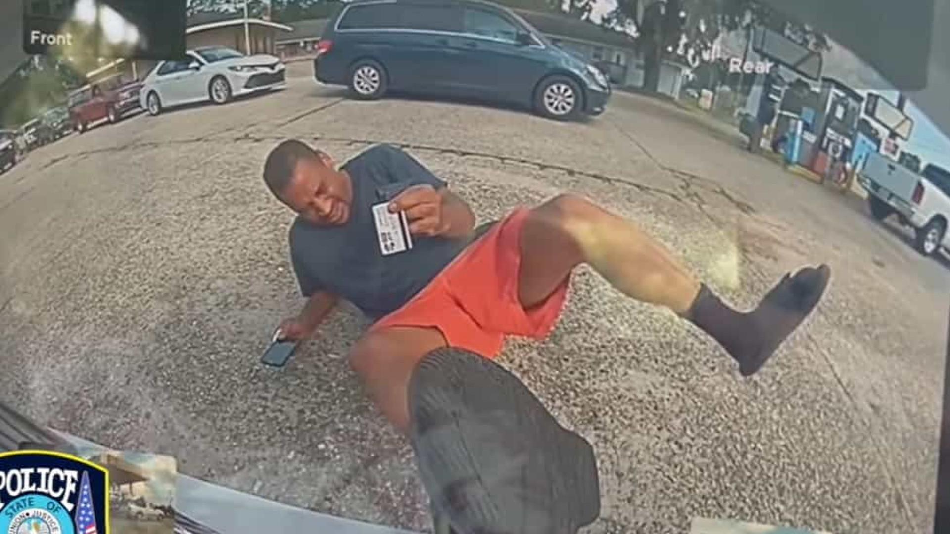 Câmeras provam que homem mentiu ao alegar ter sido atropelado por carro
