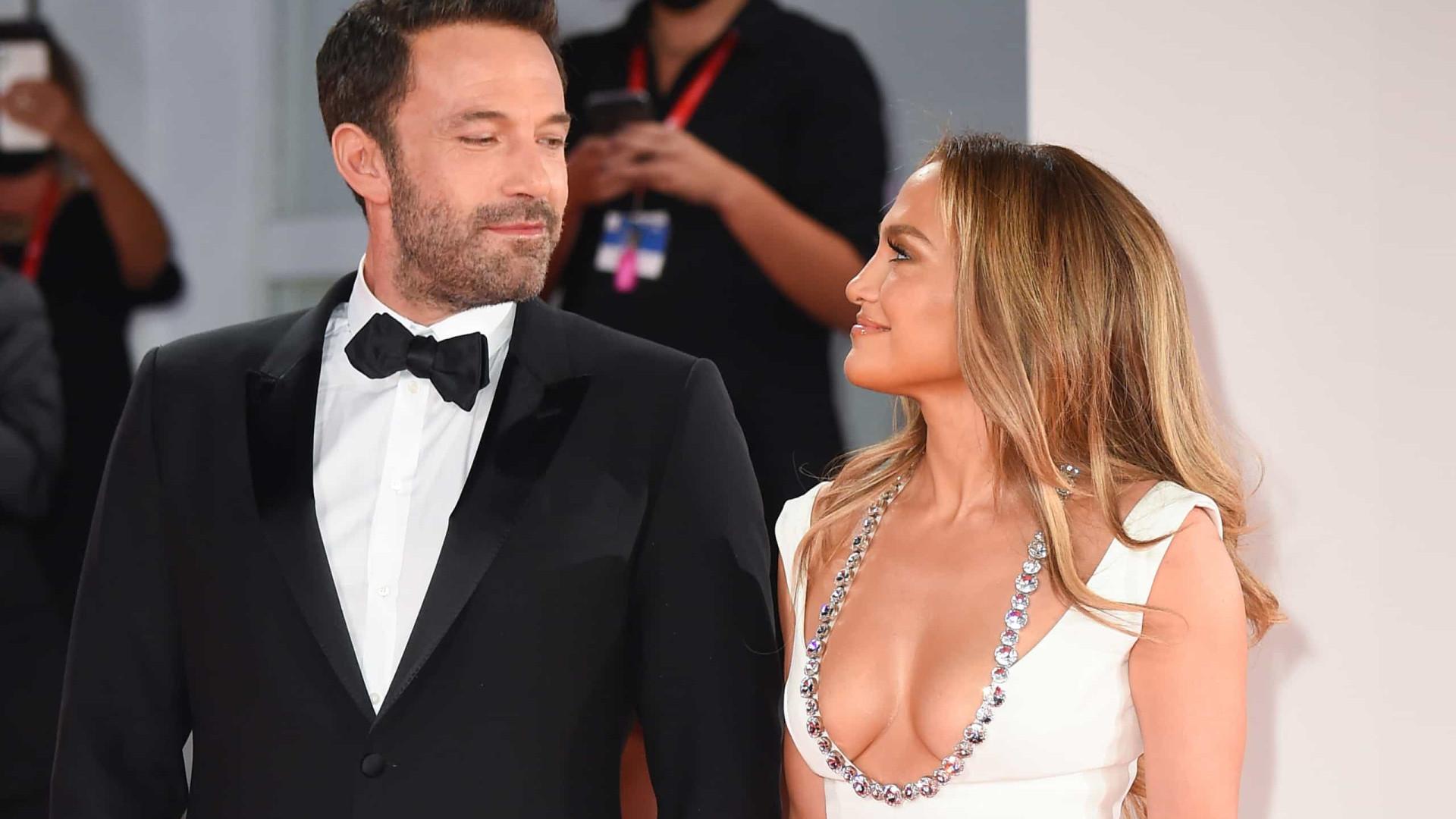 Ben Affleck empurra fã que tenta aproximar-se de Jennifer Lopez