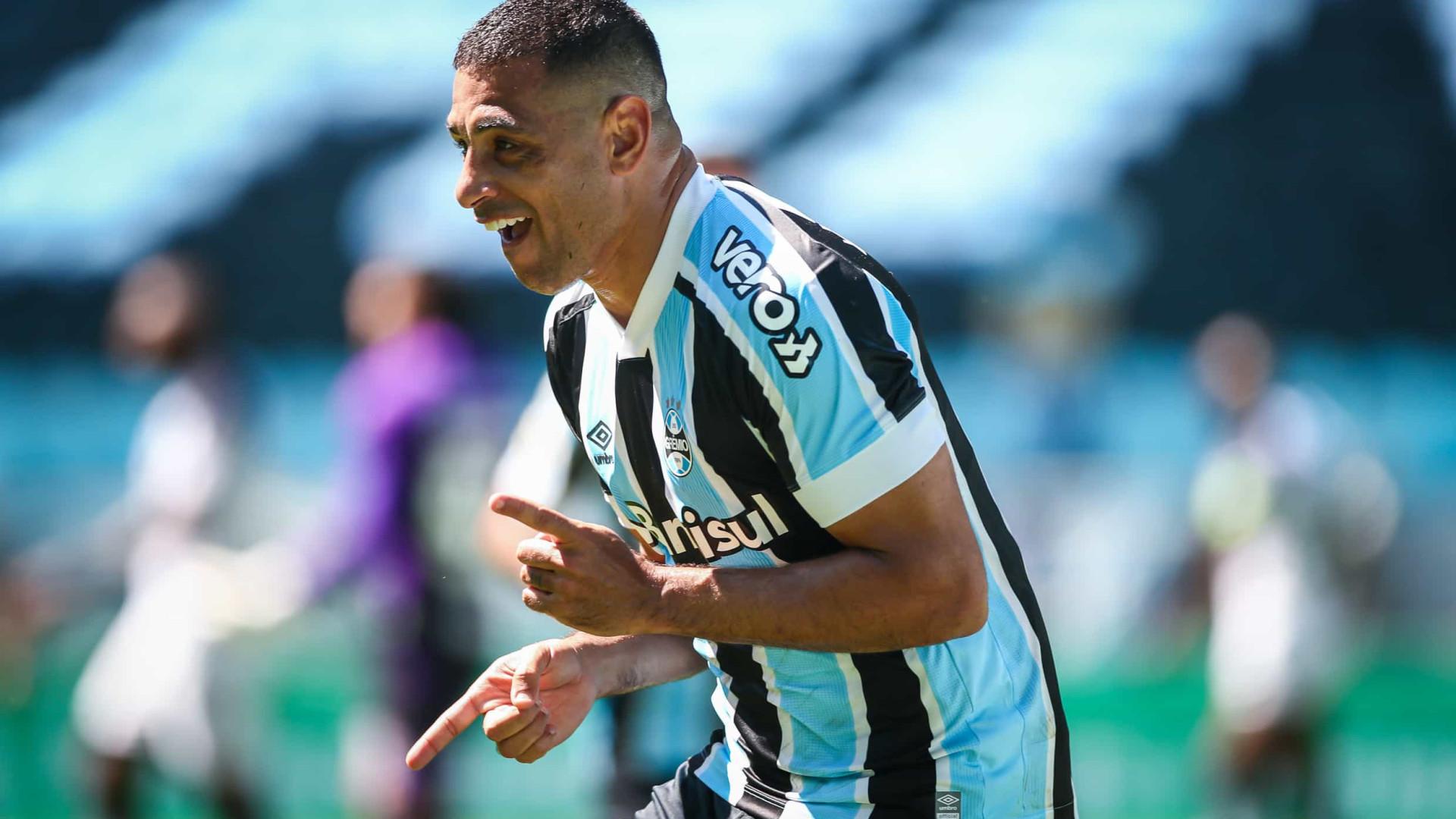 Grêmio bate o Ceará, frustra estreia de Tiago Nunes e segue luta contra Z-4