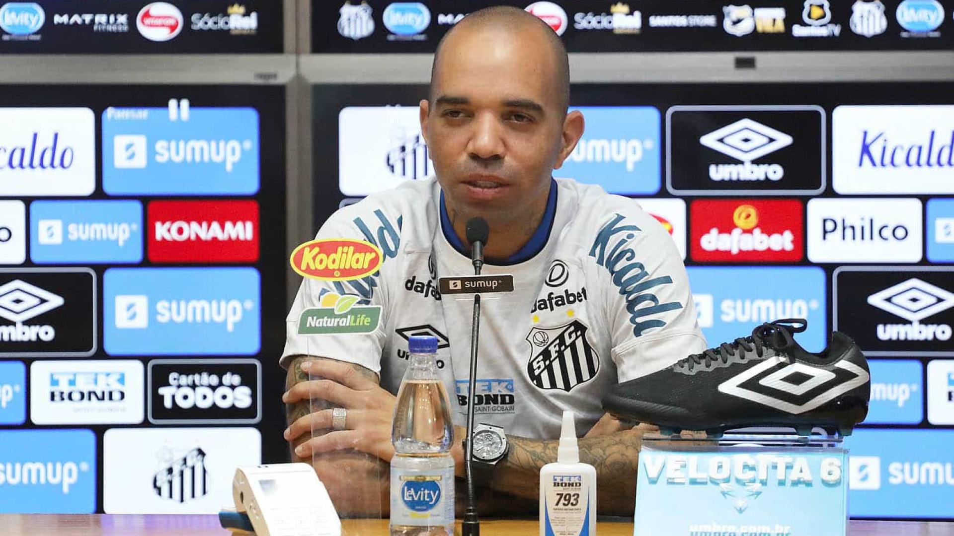 Diego Tardelli tem carro apedrejado e é ameaçado por santistas: 'Cena de terror'