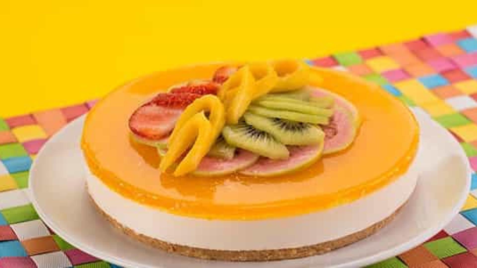 Receita: Torta colorida de frutas tropicais