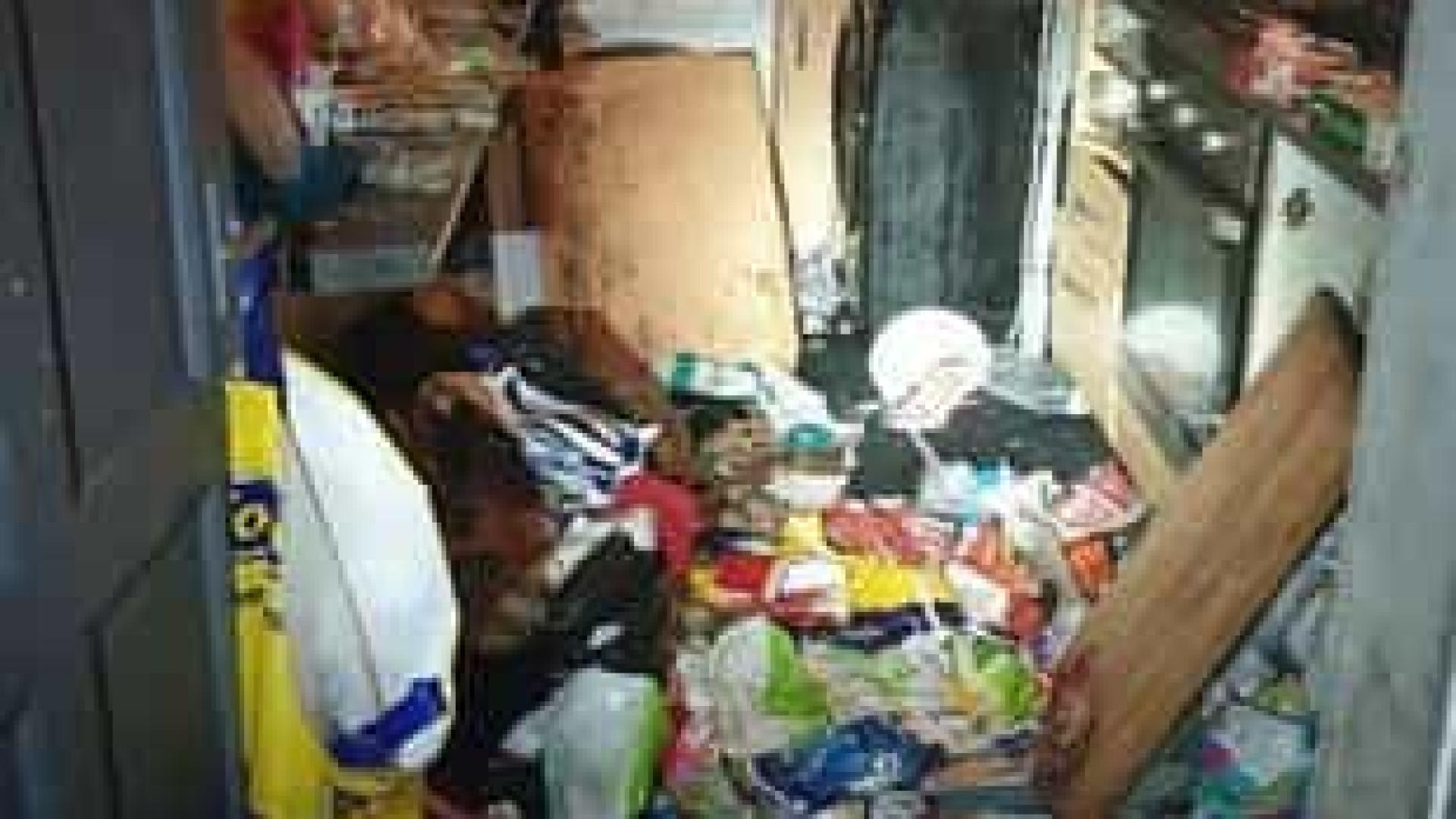 Casal vivia com seis filhos rodeados de lixo, fezes e fraldas sujas