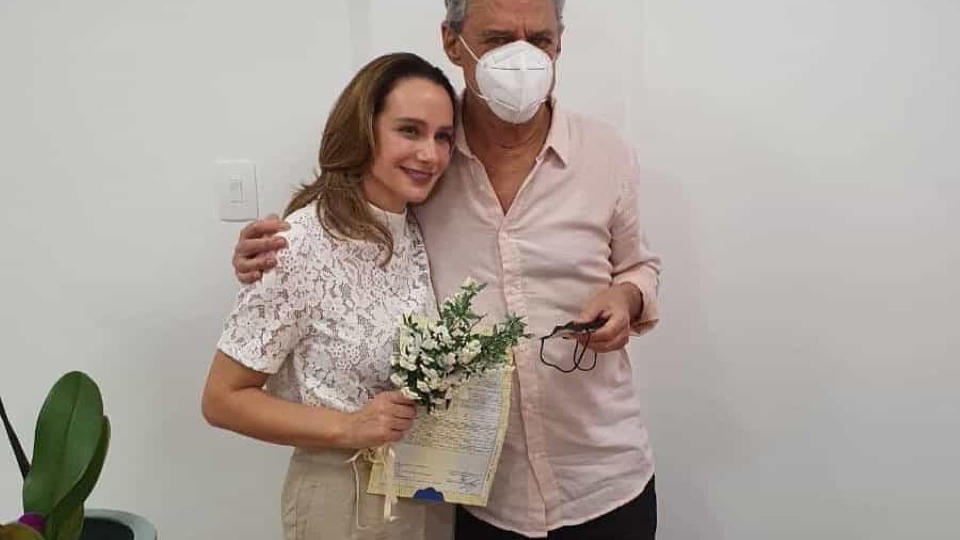 Chico Buarque e Carol Proner se casam em cartório de Petrópolis