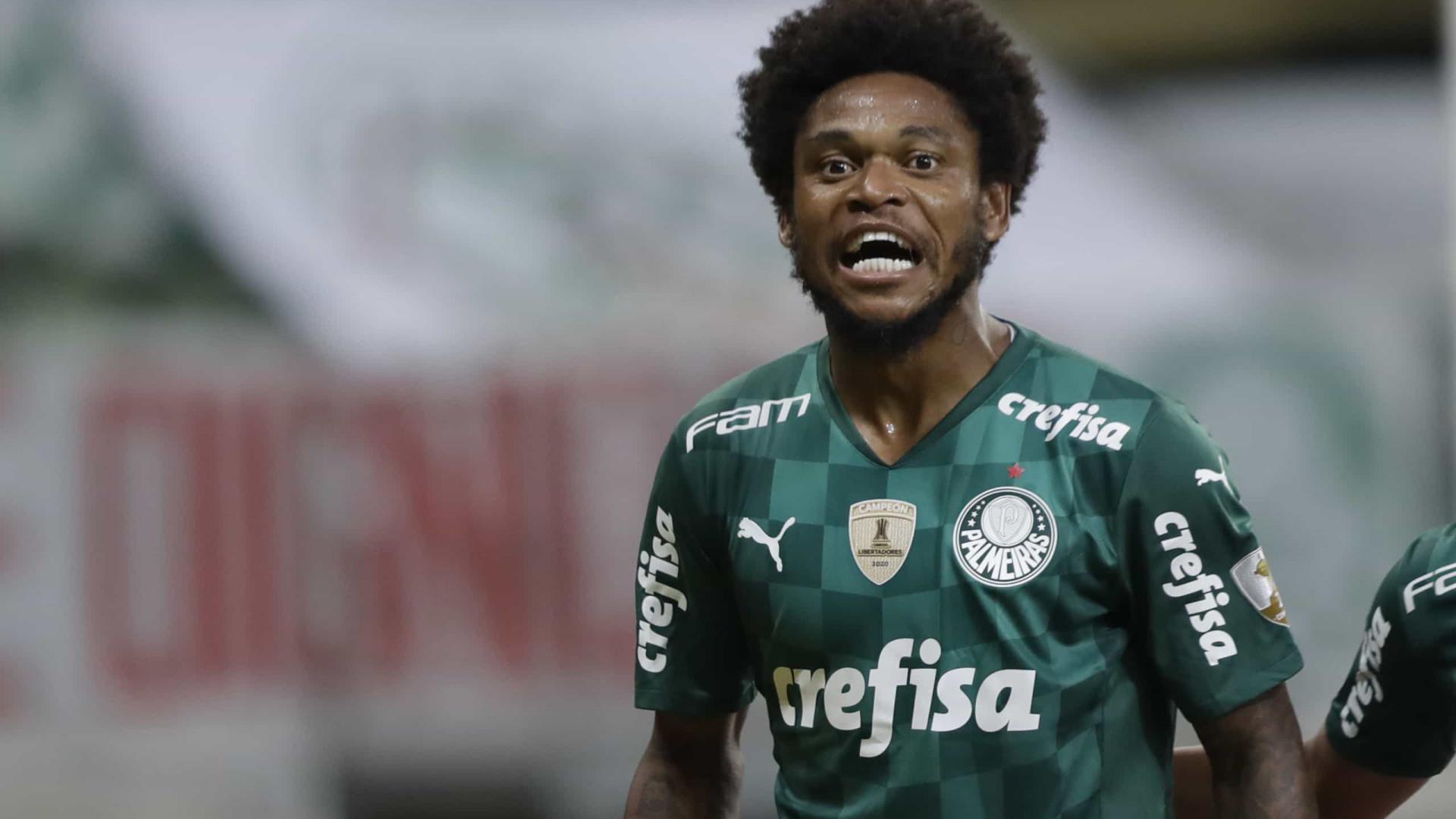 Luiz Adriano celebra e pode ser titular do Palmeiras na Libertadores